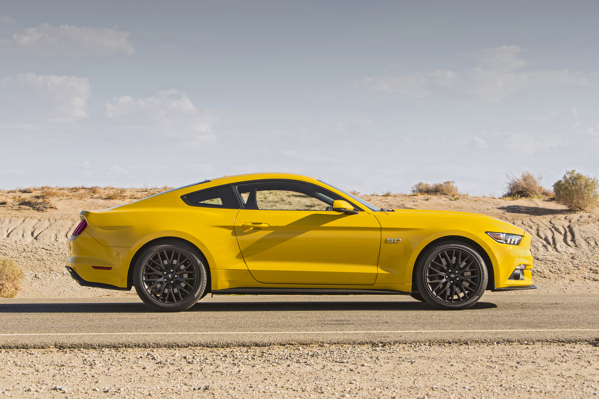 2015 Ford Mustang Gt Side Exterior (Photo 20 of 30)