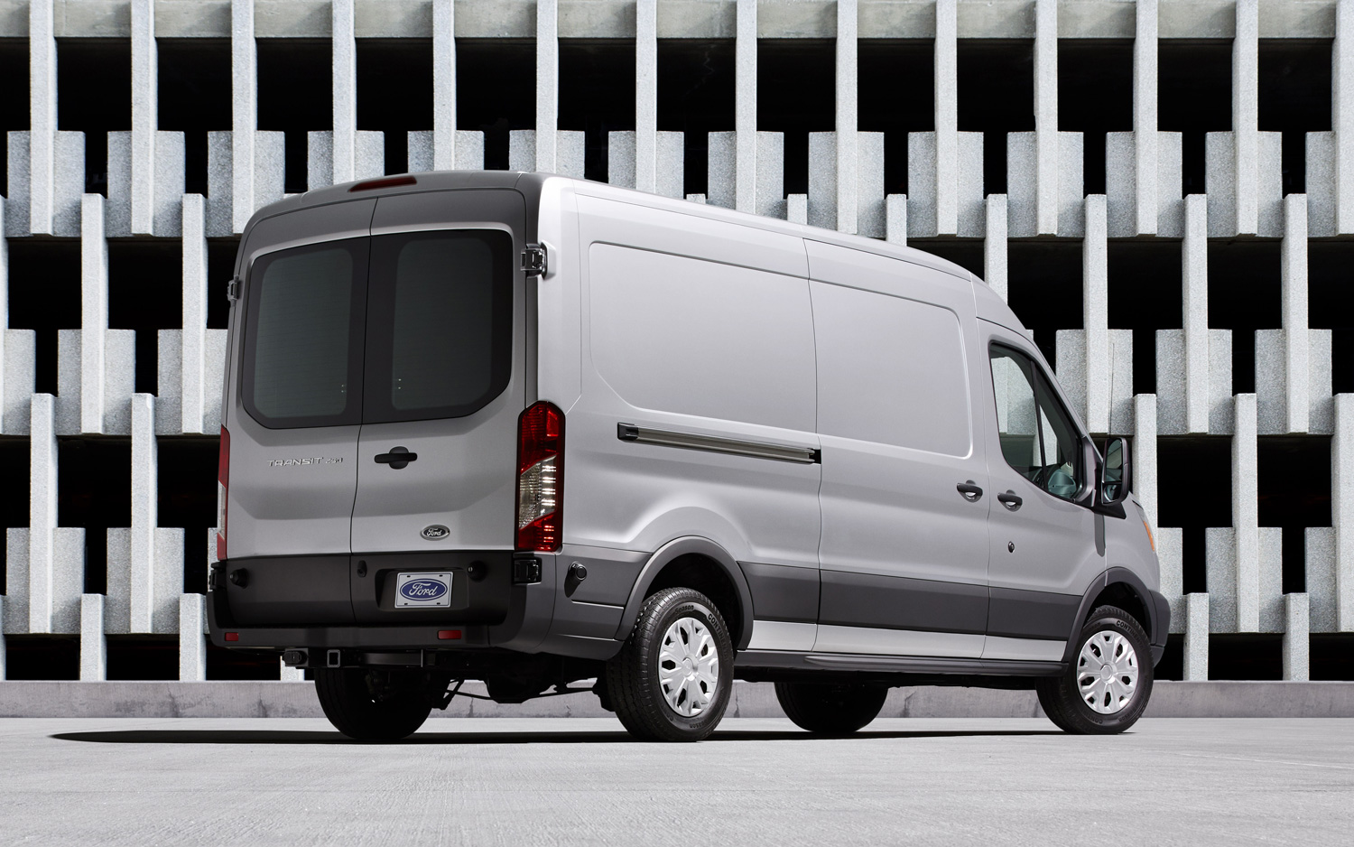 2015 Ford Transit 150 Wagon White Rear Side Design (View 7 of 13)