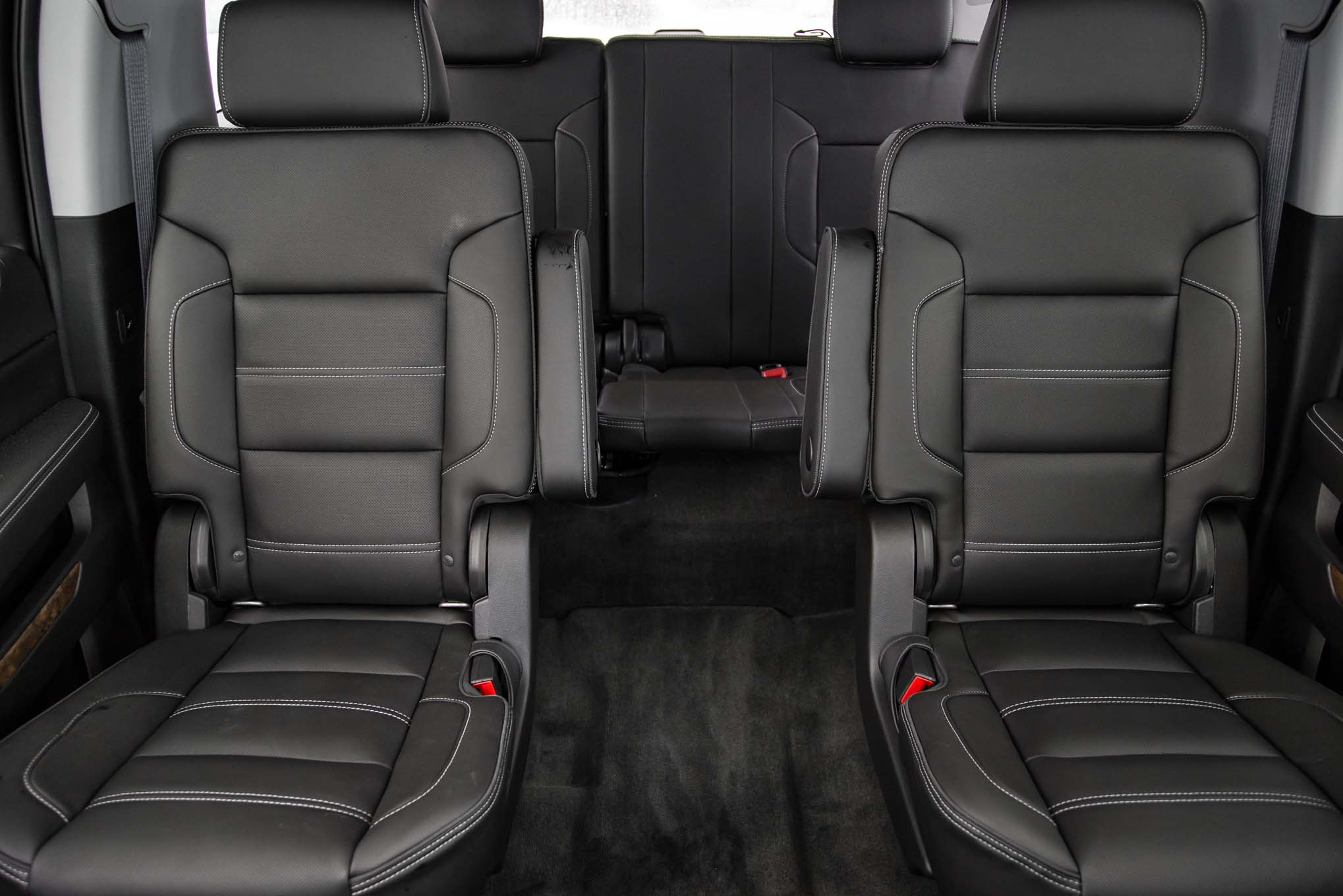 2015 Gmc Yukon Xl Center And Rear Seat Interior (Photo 1 of 10)