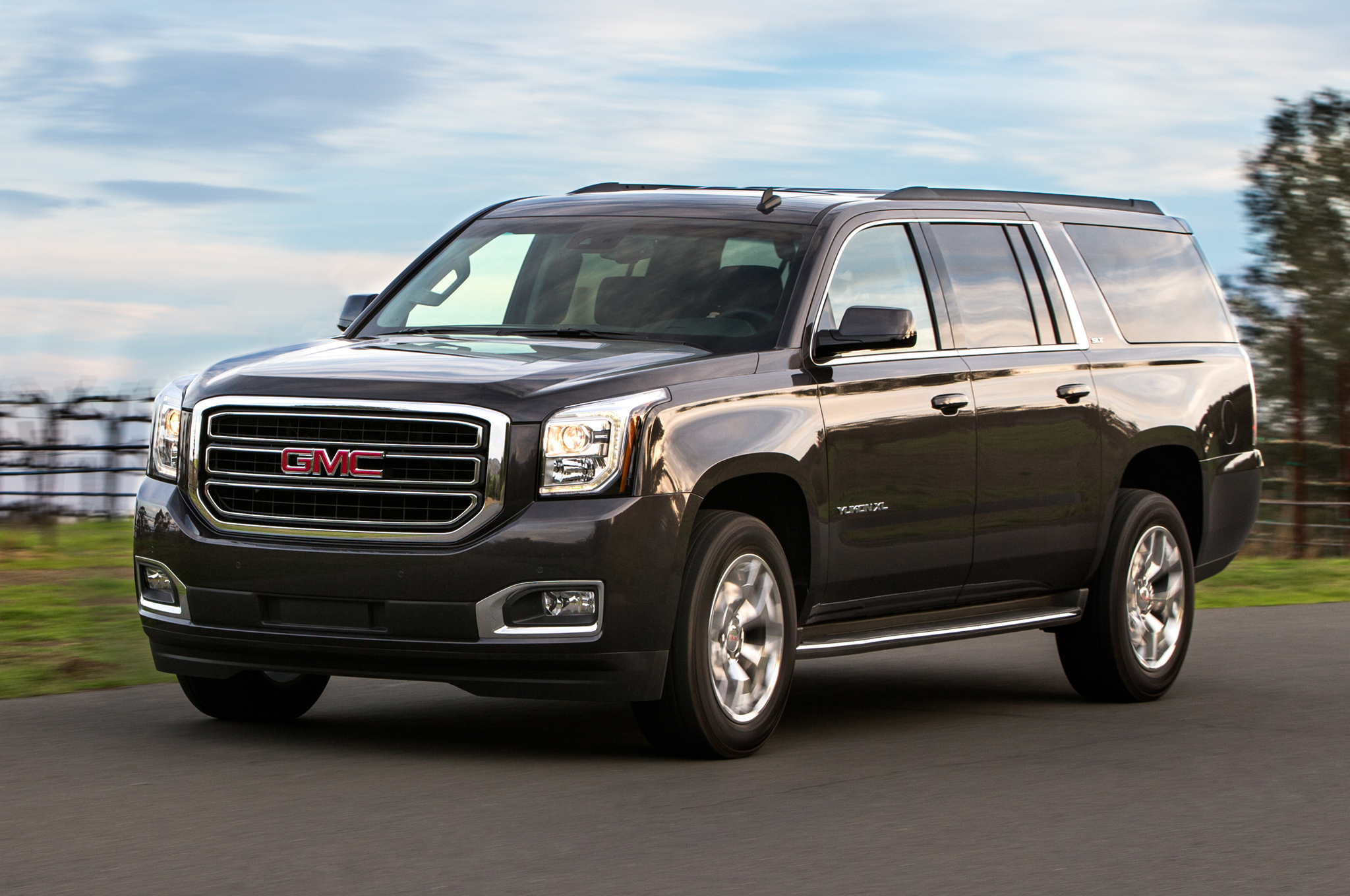 2015 GMC Yukon XL Pictures Gallery (10 Images)