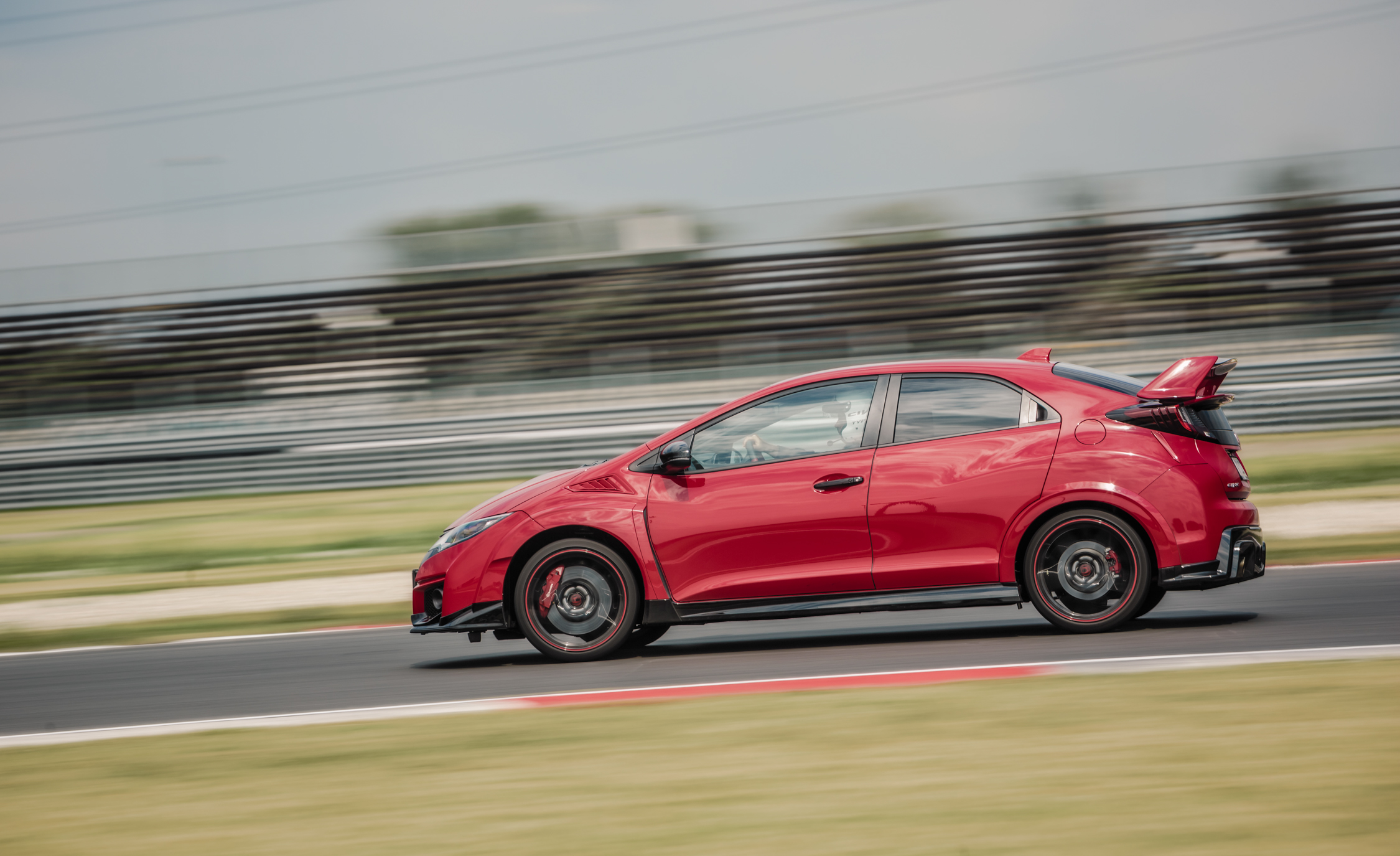 2015 Honda Civic Type R (Euro Spec) (Photo 17 of 34)