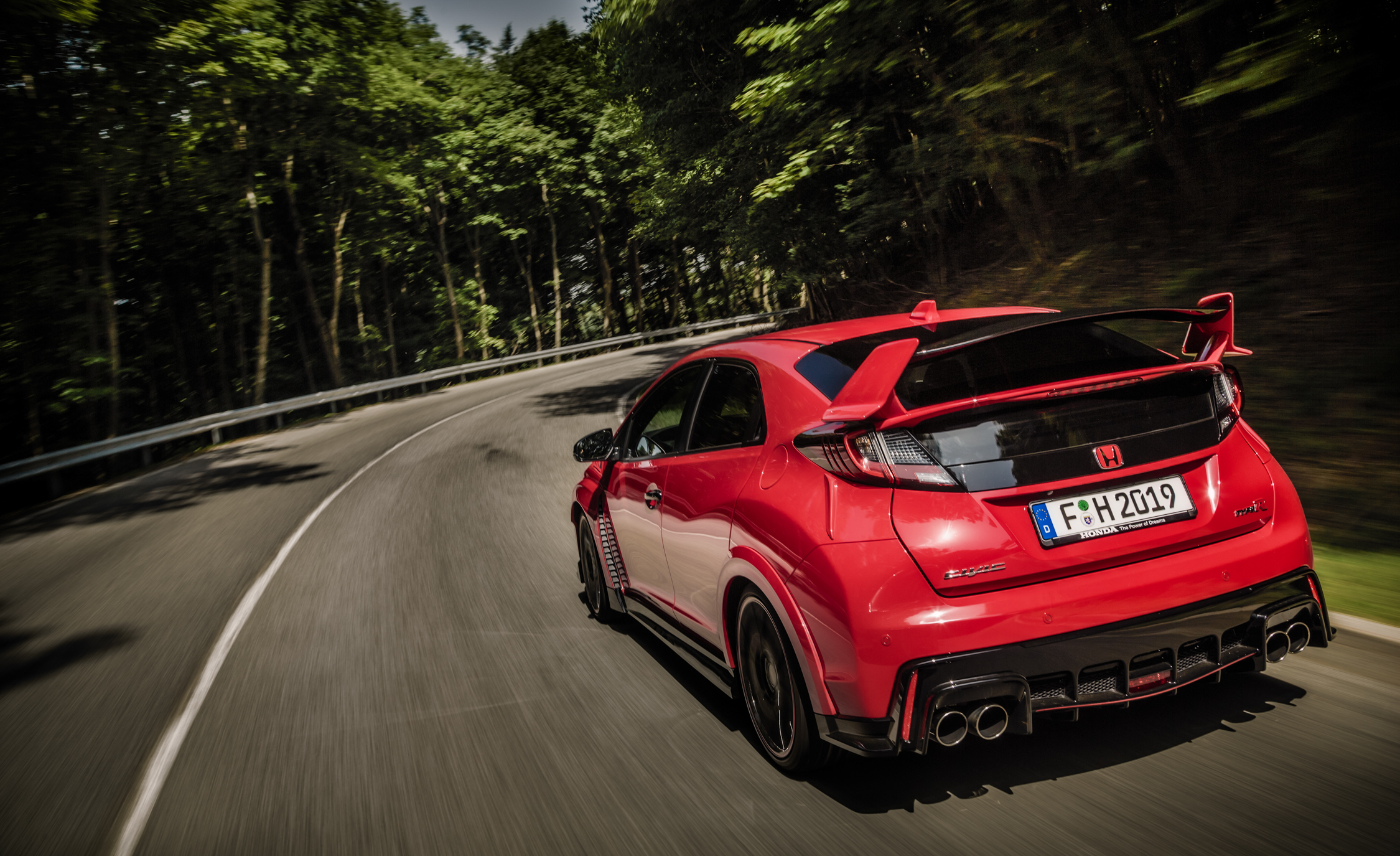 2015 Honda Civic Type R (Euro Spec) (Photo 27 of 34)