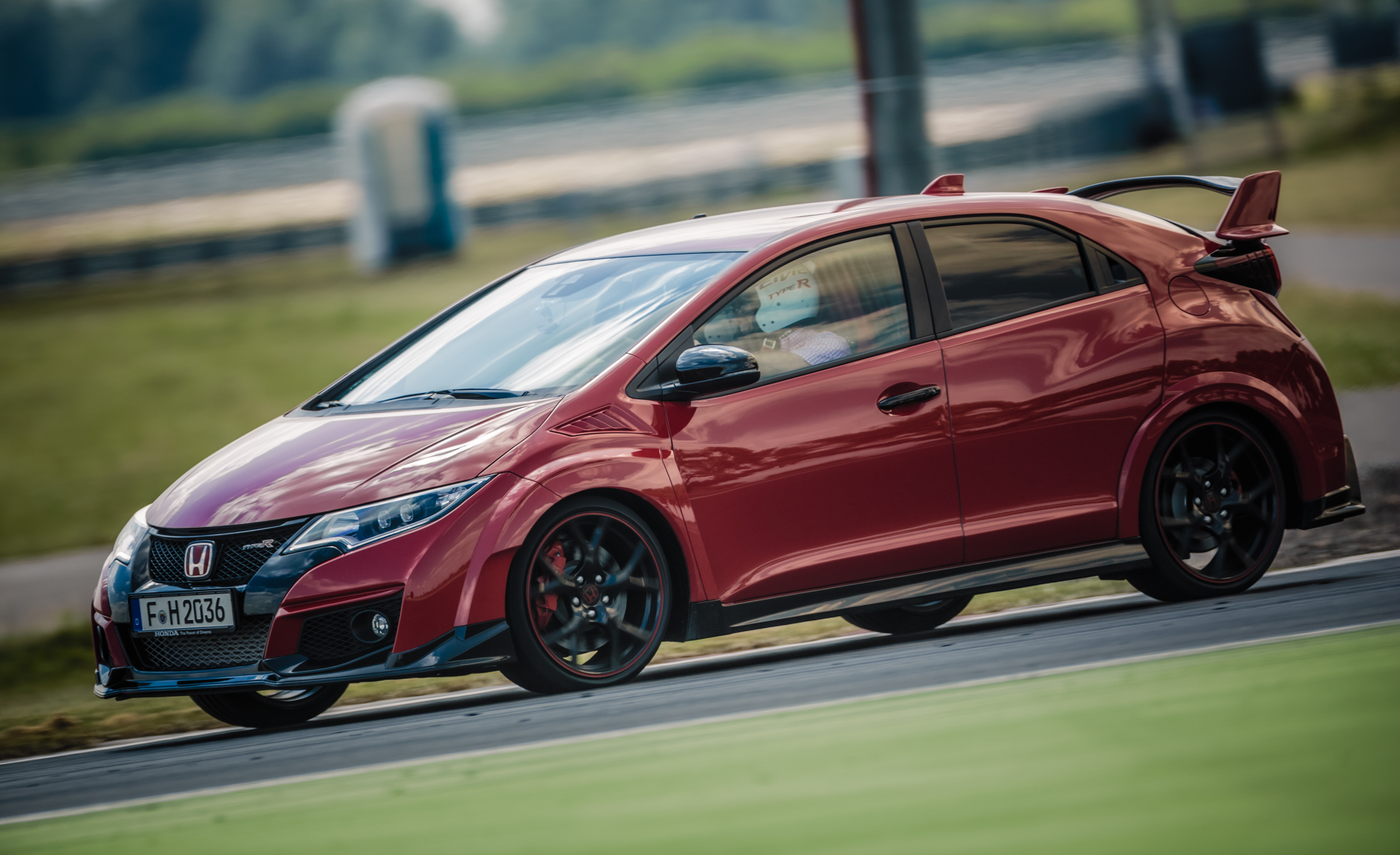 2015 Honda Civic Type R (Euro Spec) (Photo 23 of 34)
