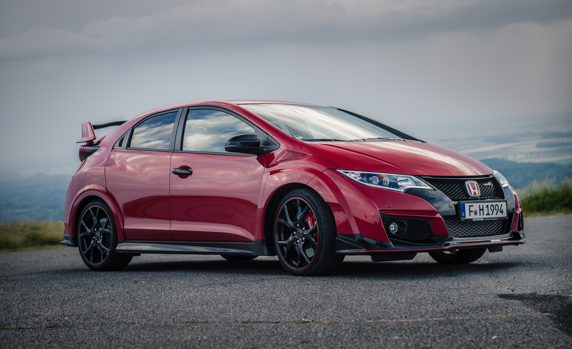 2015 Honda Civic Type R (Euro Spec) (Photo 9 of 34)