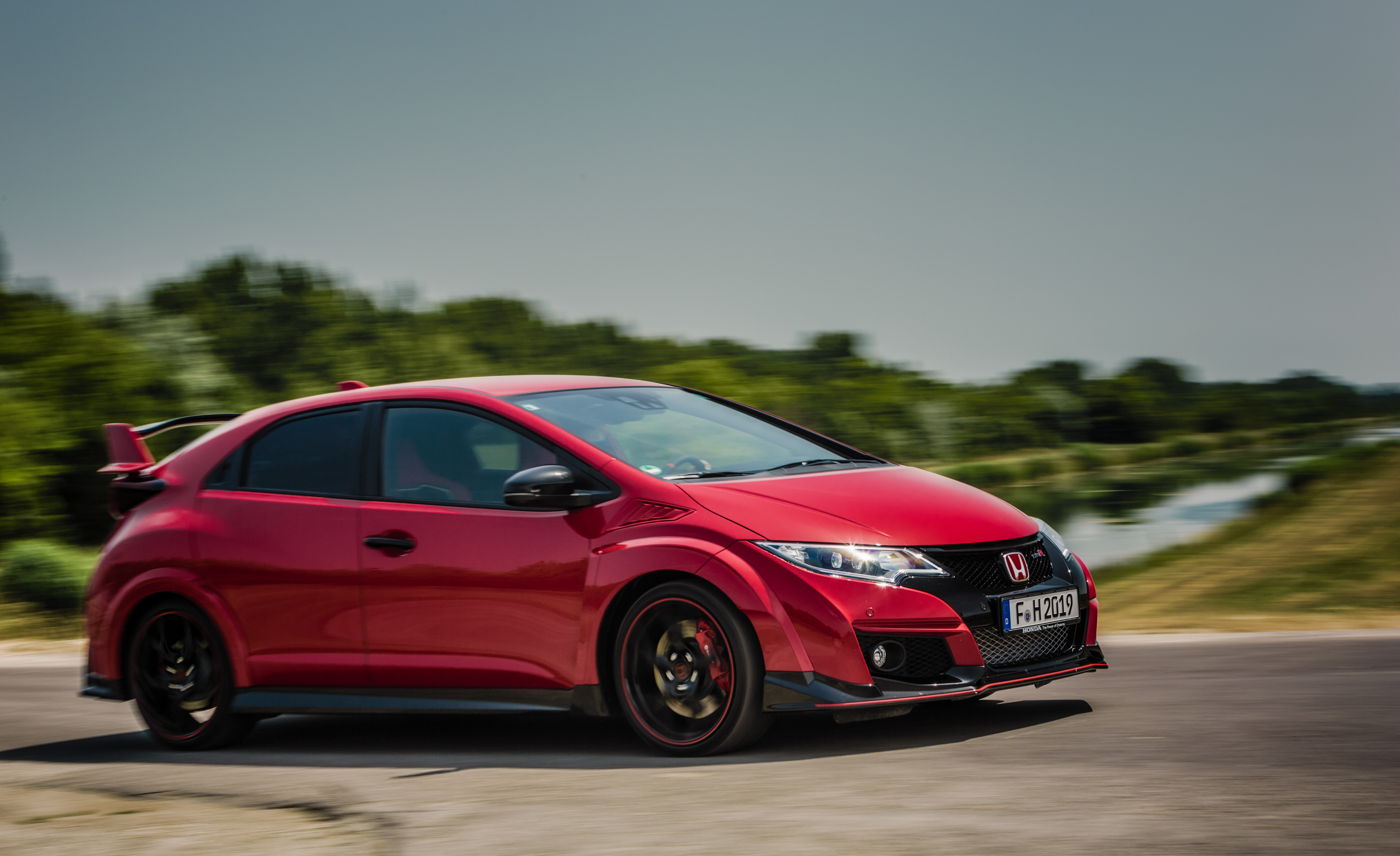 2015 Honda Civic Type R (Euro Spec) (Photo 14 of 34)