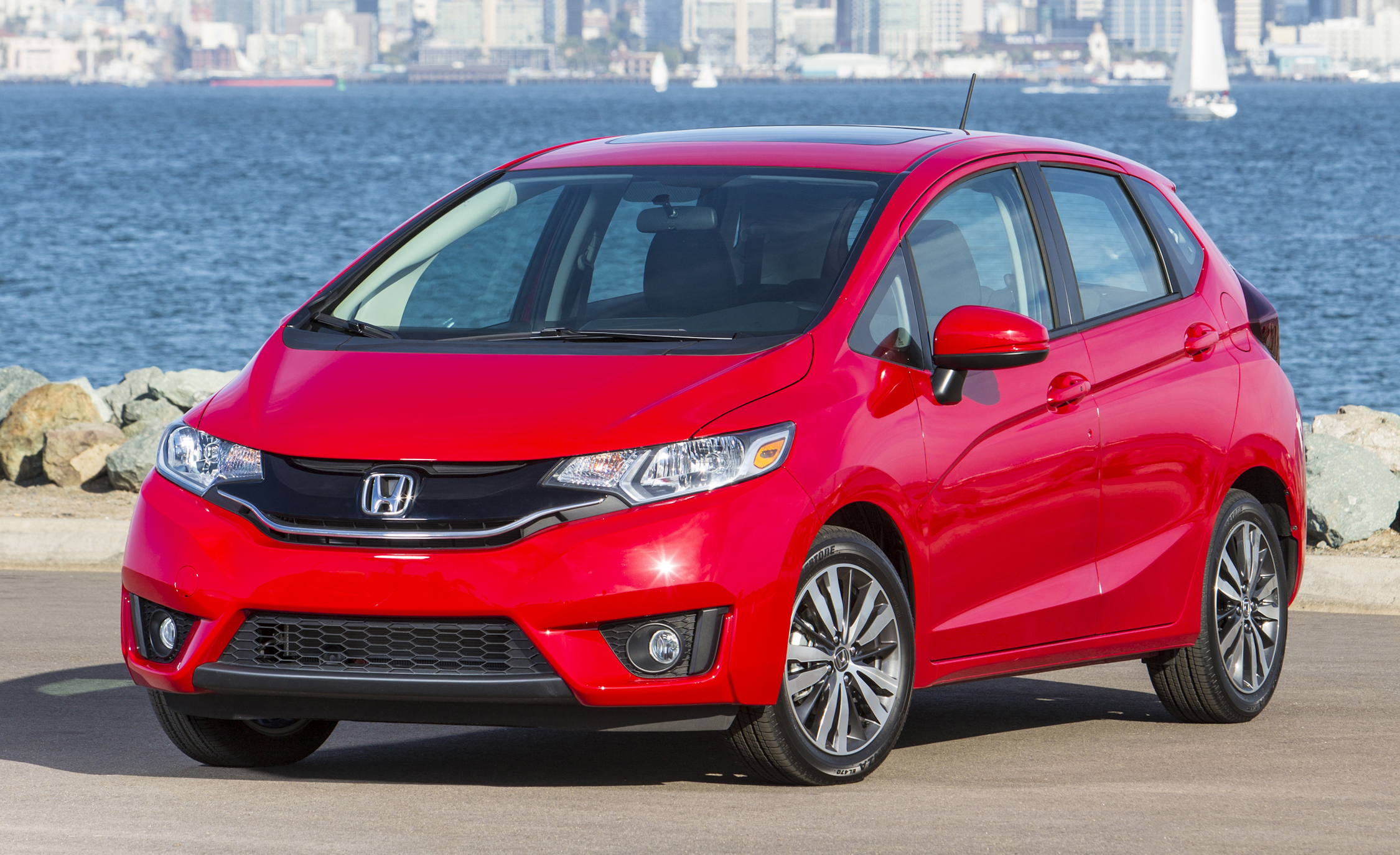 2015 Honda Fit (Photo 6 of 16)
