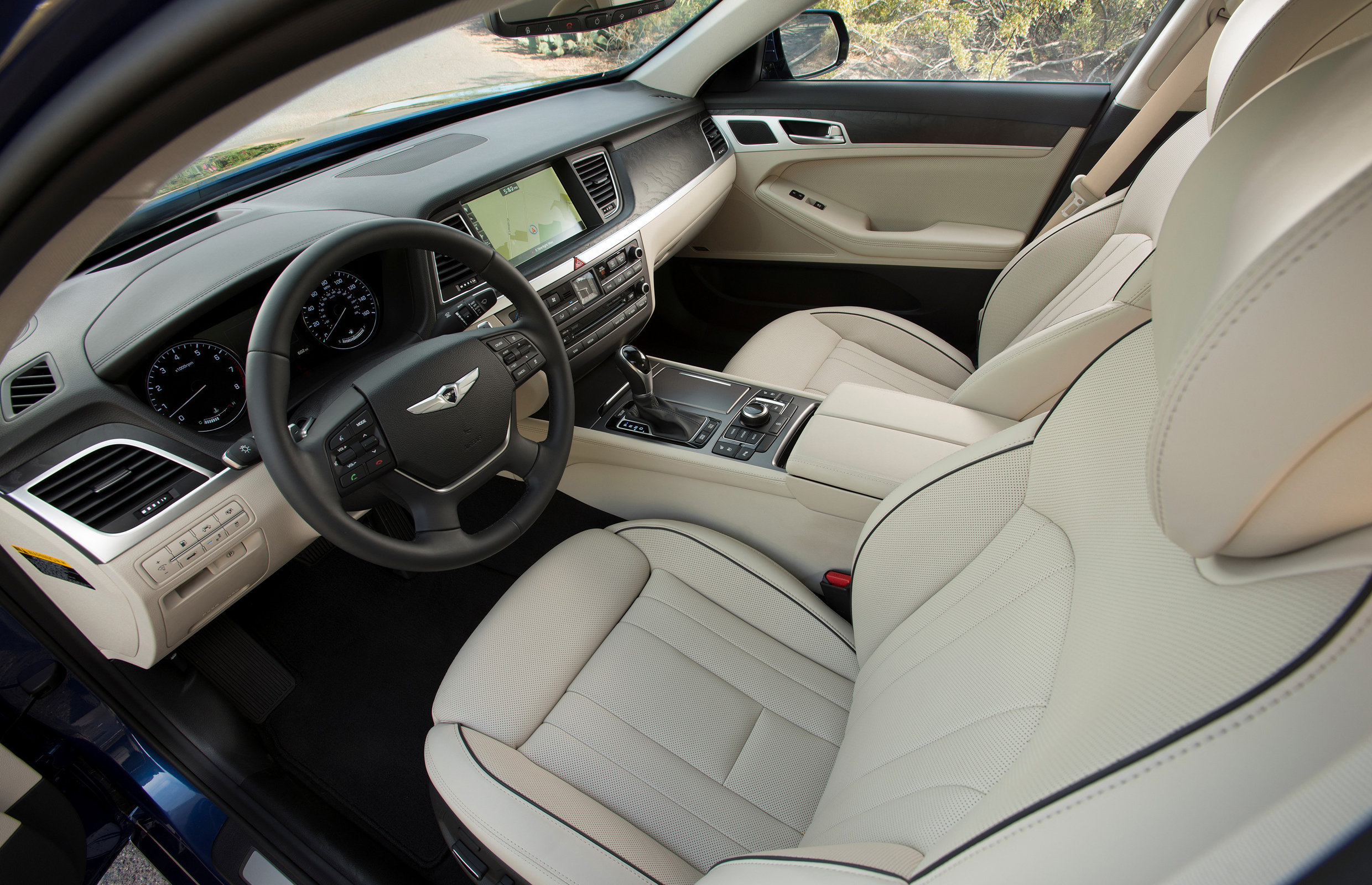 2015 Hyundai Genesis Front Seat Interior (View 4 of 11)