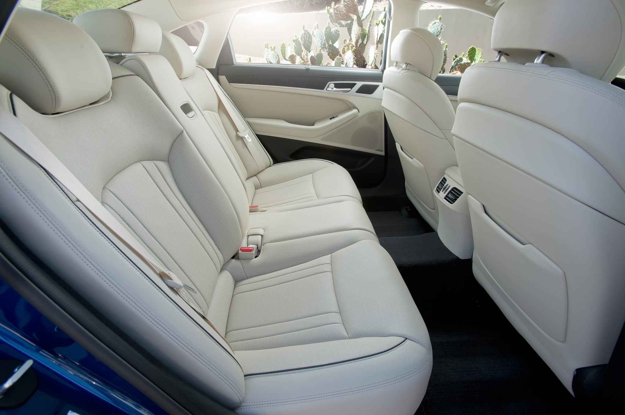 2015 Hyundai Genesis Rear Seat Interior (View 9 of 11)