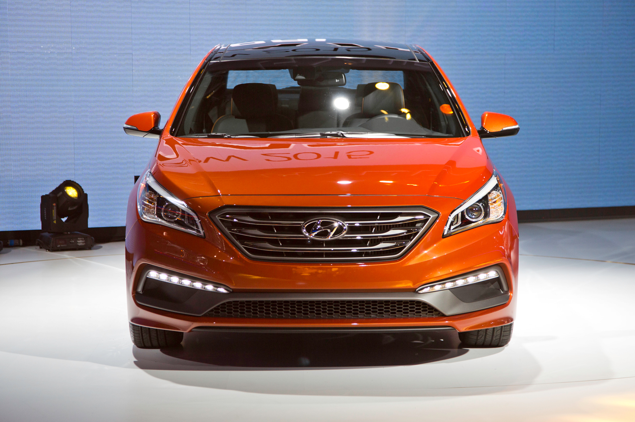 2015 Hyundai Sonata Front Exterior Profile (Photo 6 of 11)