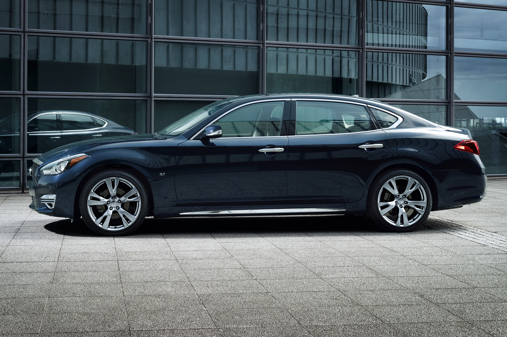 2015 Infiniti Q70l Side Profile (View 4 of 10)