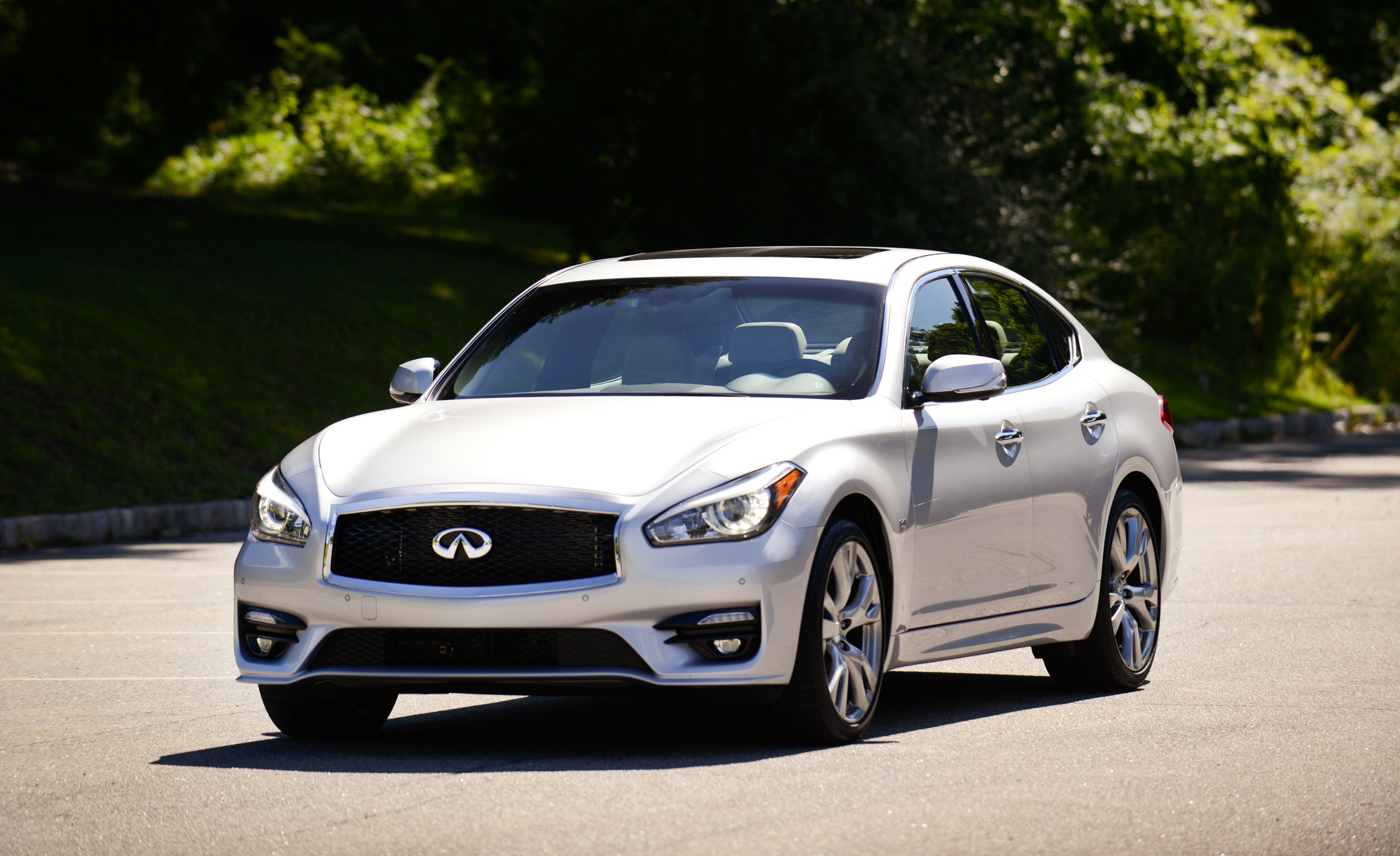 2015 Infiniti Q70L Pictures Gallery (10 Images)