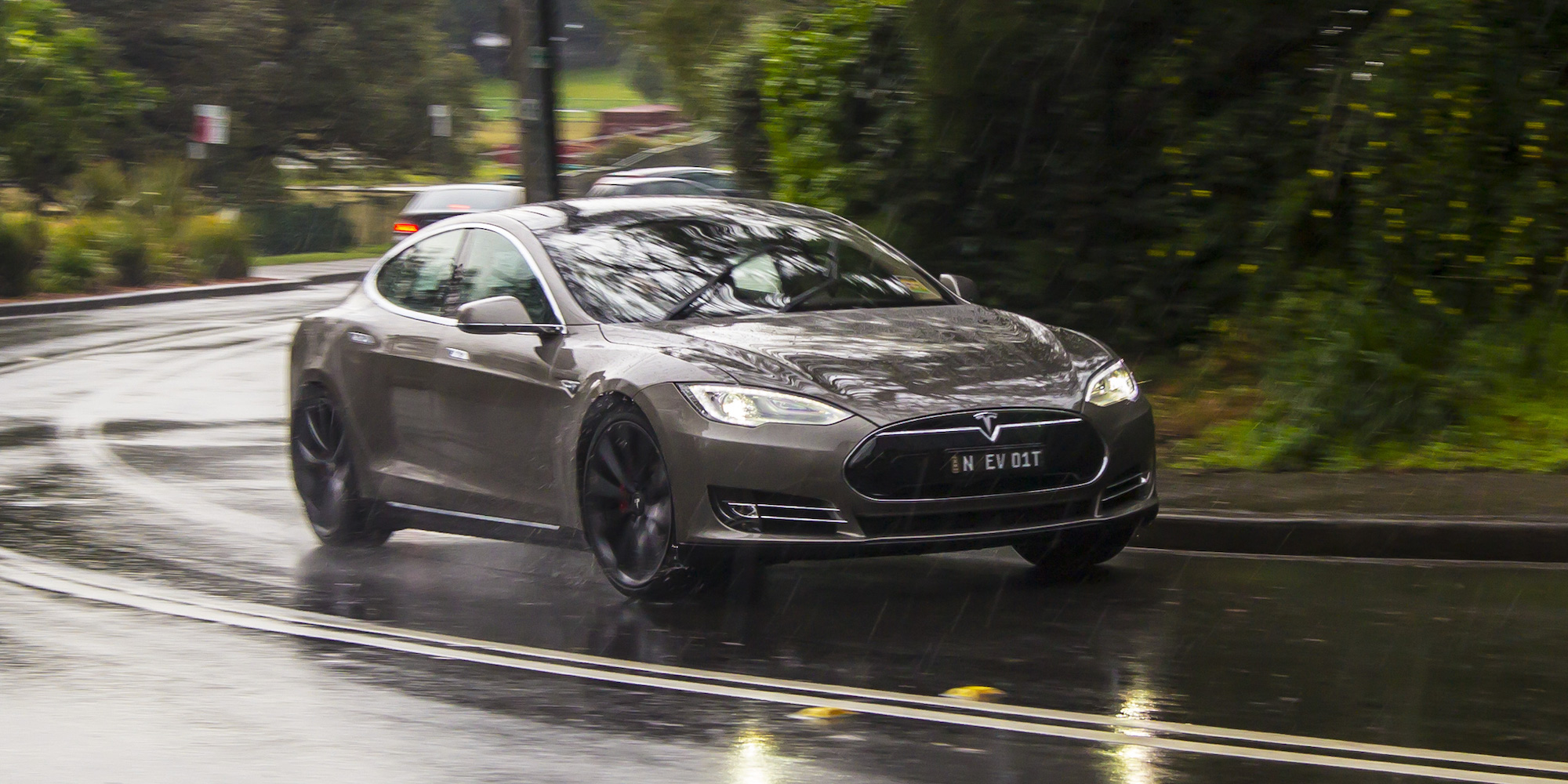 2015 Tesla Model S P85d Performance Test (Photo 31 of 37)