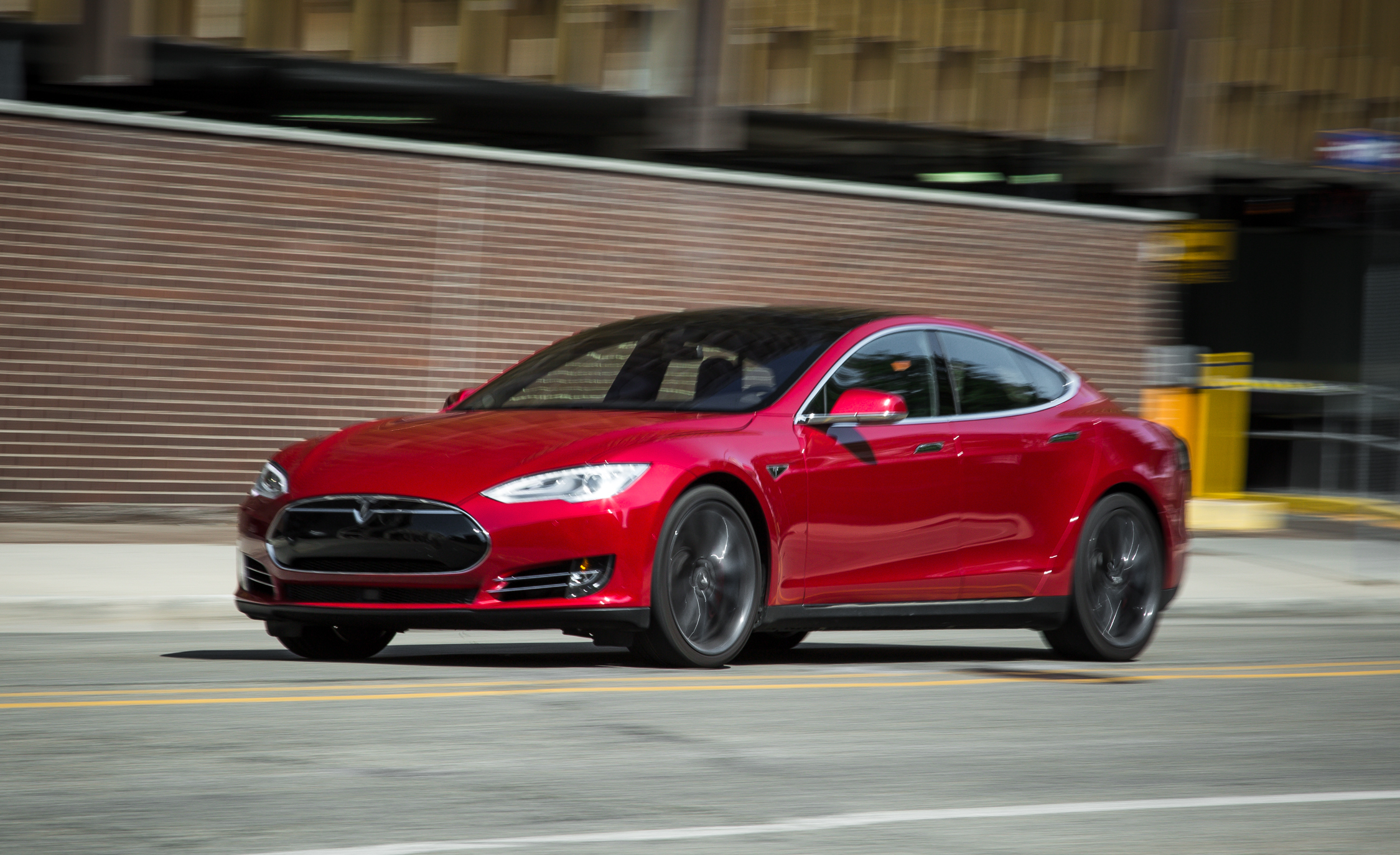 2015 Tesla Model S P85D (View 33 of 37)