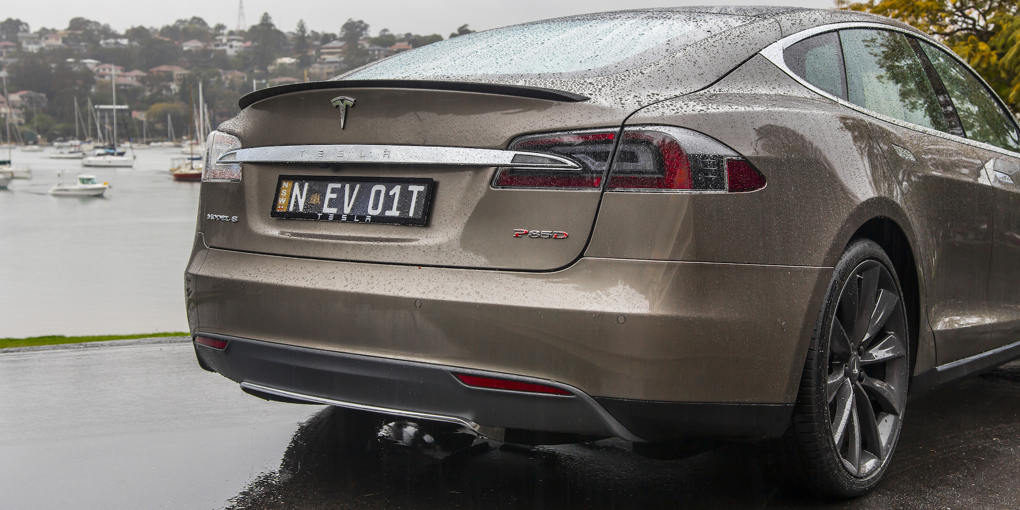 2015 Tesla Model S P85d Rear Body Close Up (Photo 33 of 37)
