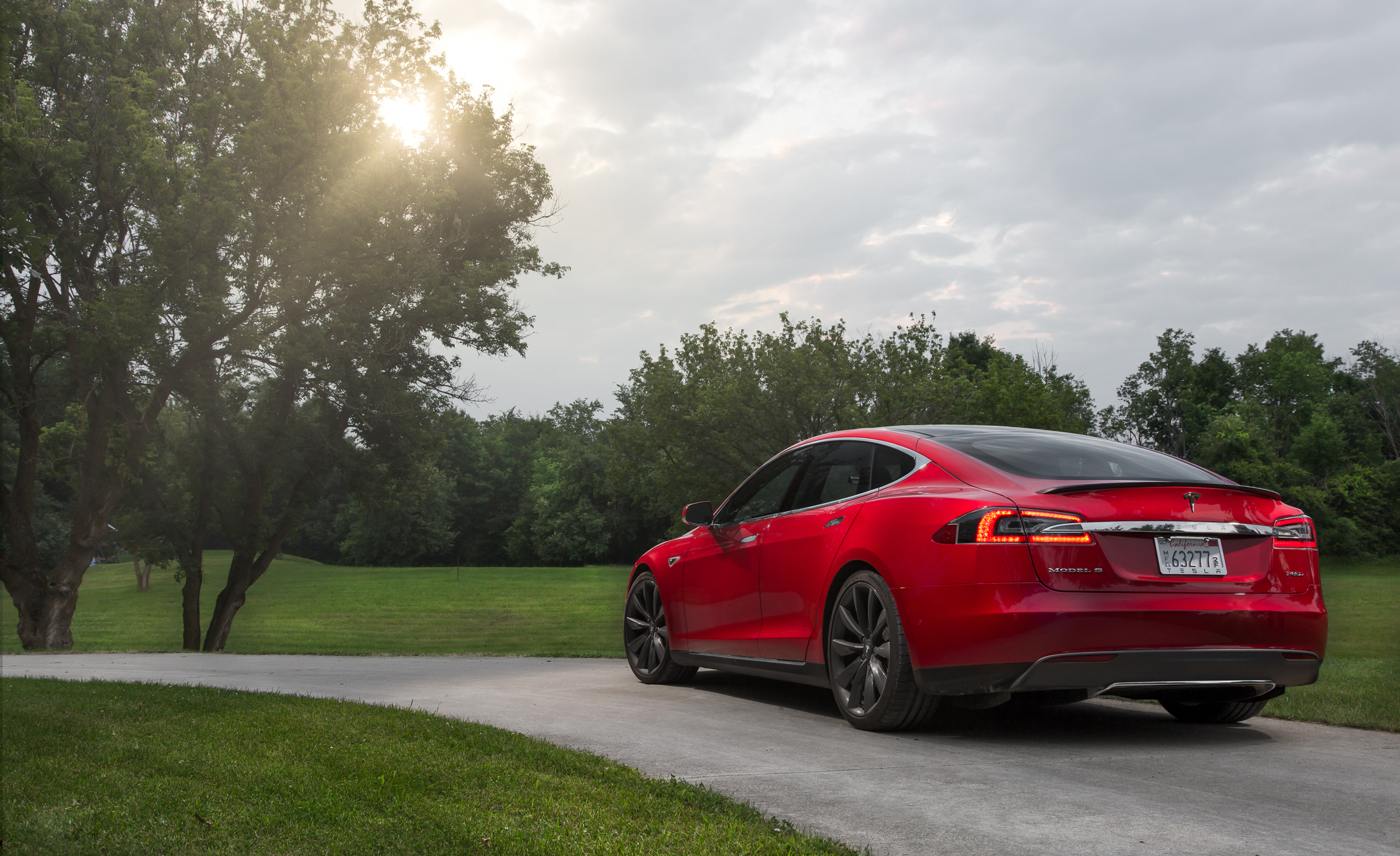 2015 Tesla Model S P85D (View 36 of 37)
