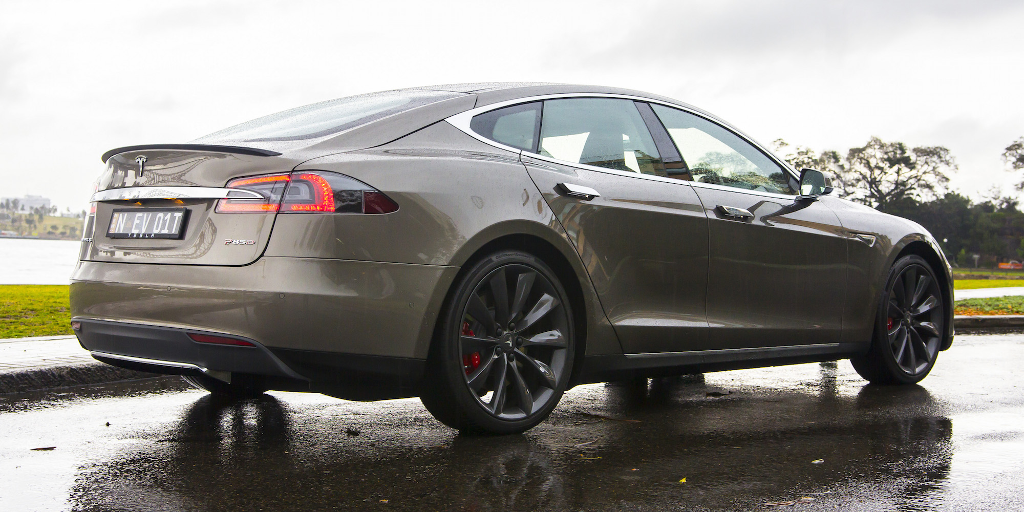 2015 Tesla Model S P85d Rear And Side Body (View 34 of 37)