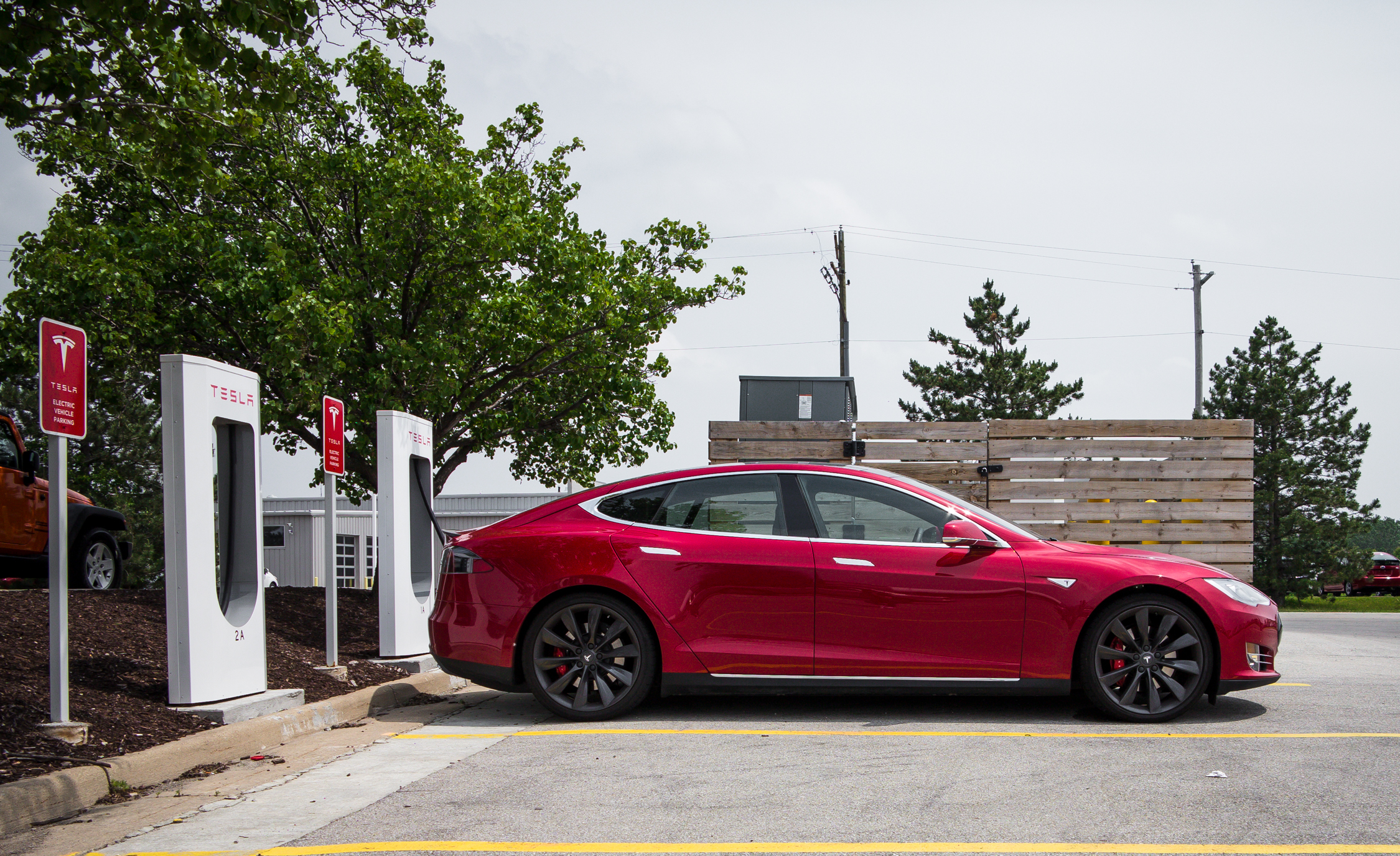 2015 Tesla Model S P85D (Photo 2 of 37)