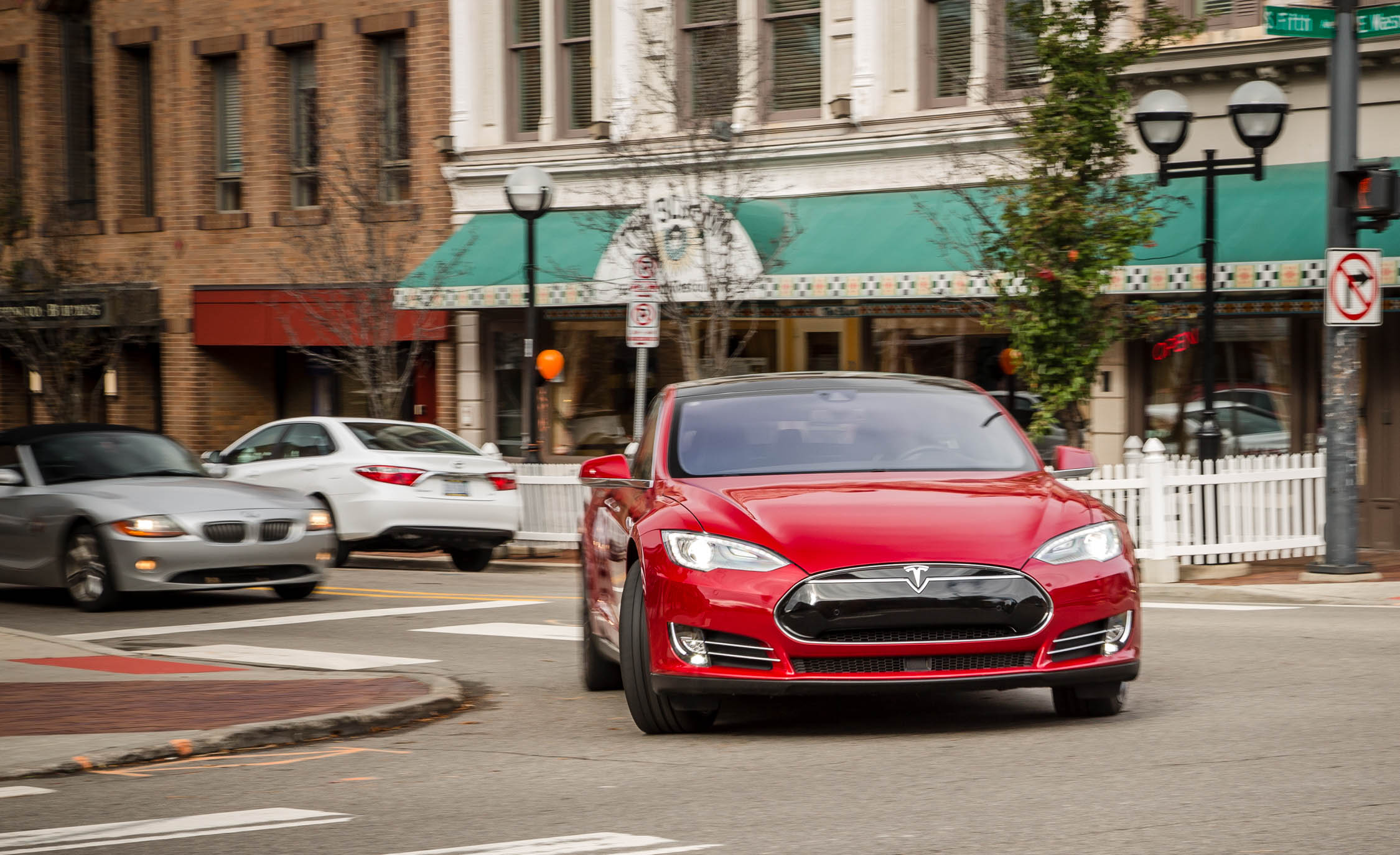 2015 Tesla Model S P85D (Photo 6 of 37)
