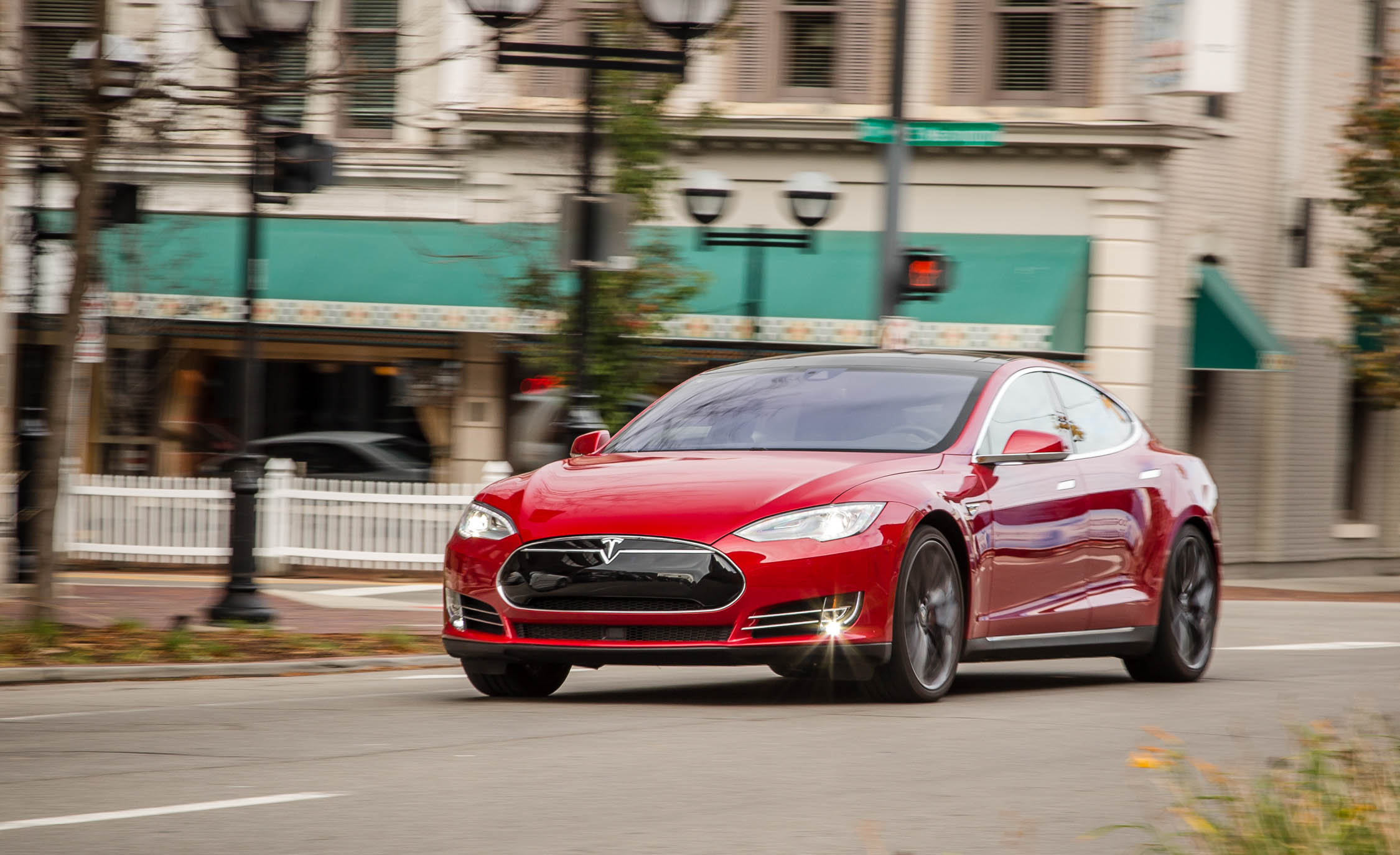 Featured Image of 2015 Tesla Model S P85D