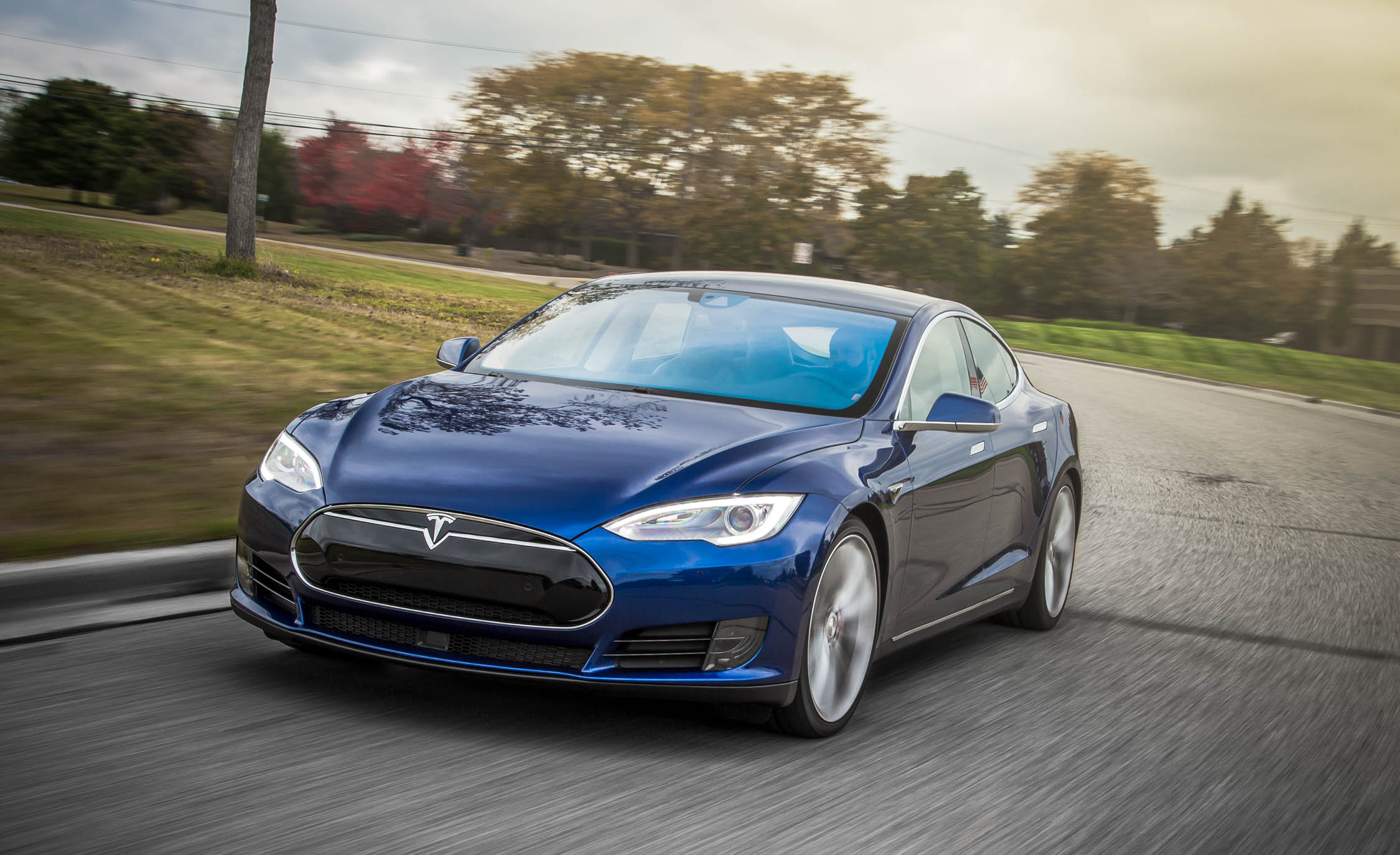 2015 Tesla Model S P90D (View 12 of 37)