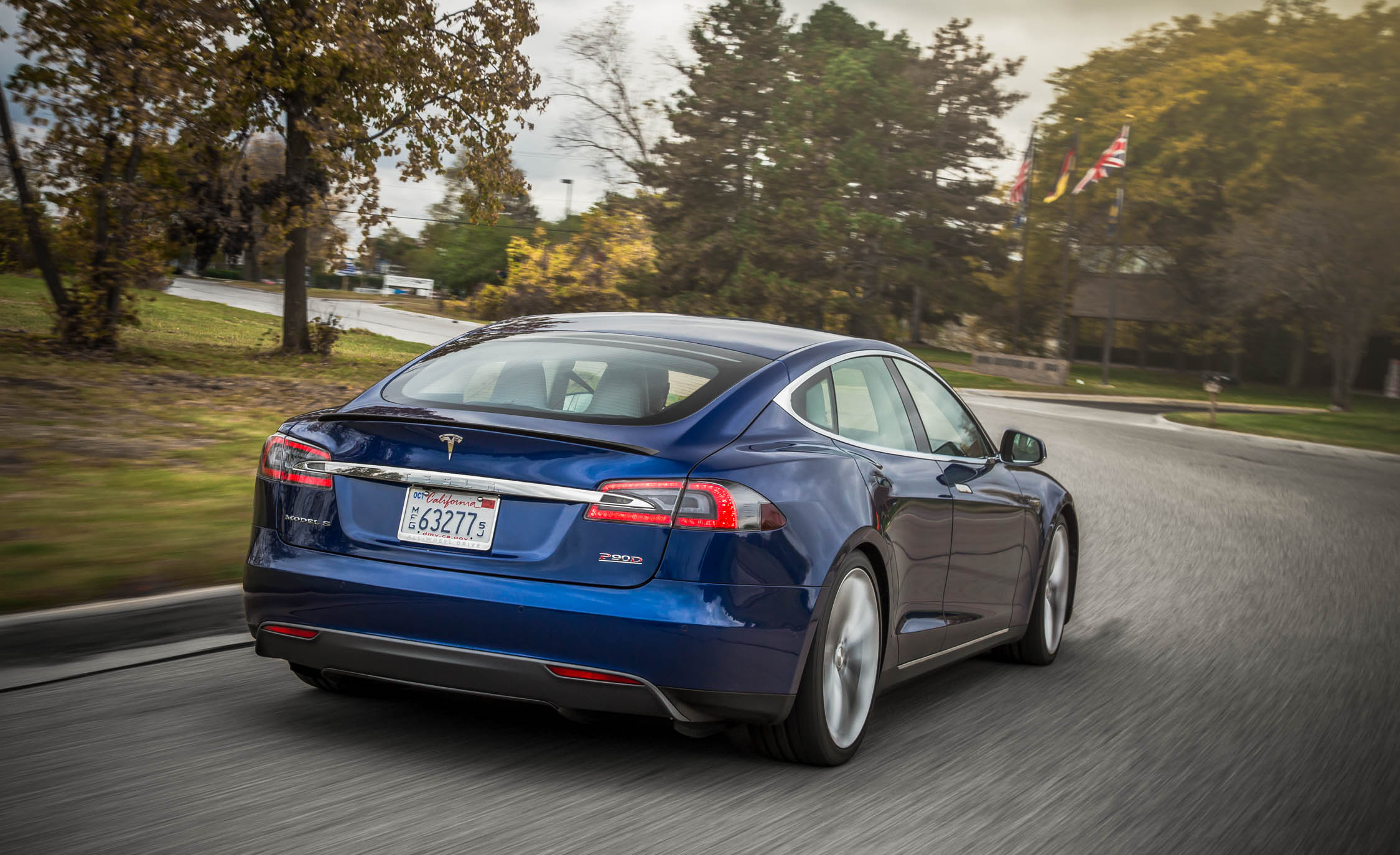 2015 Tesla Model S P90D (View 14 of 37)
