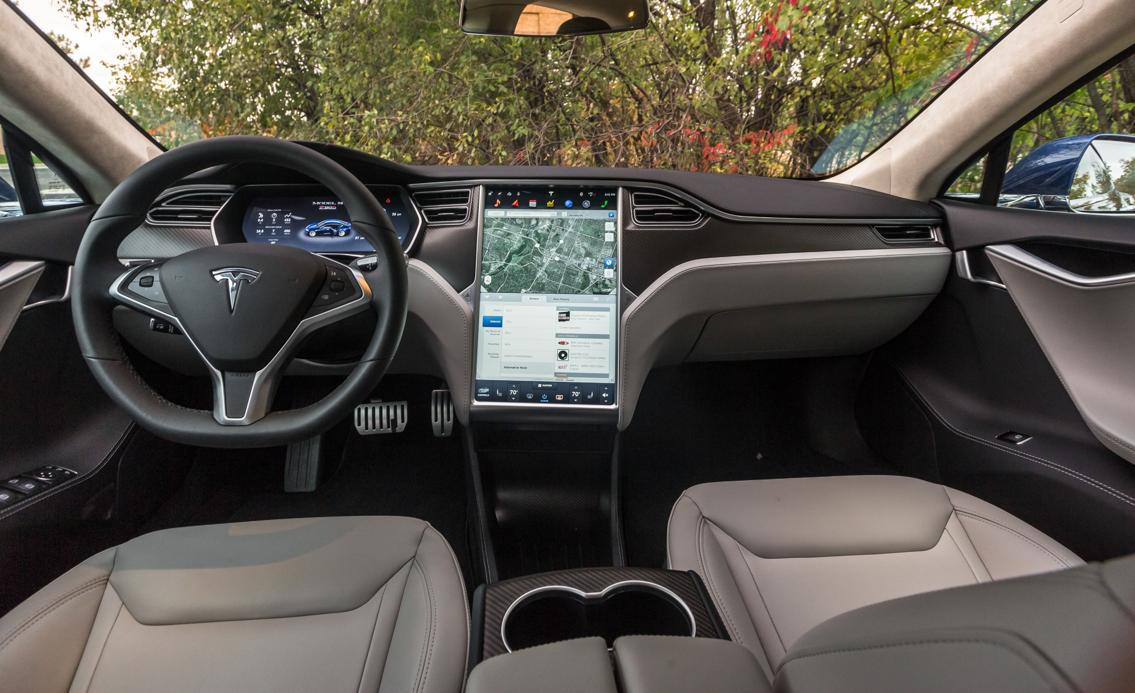 2015 Tesla Model S P90D (View 16 of 37)