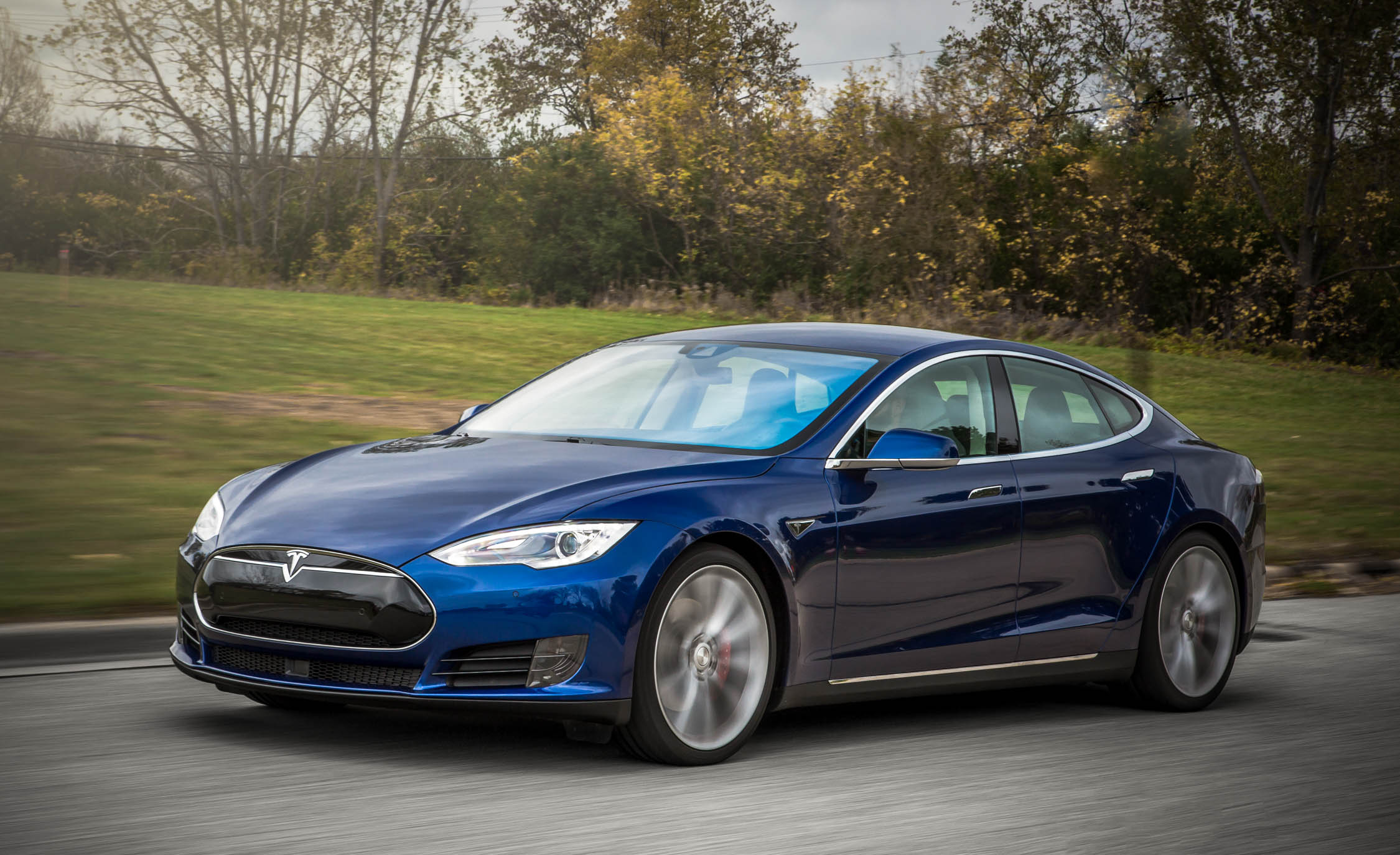 2015 Tesla Model S P90D (View 11 of 37)