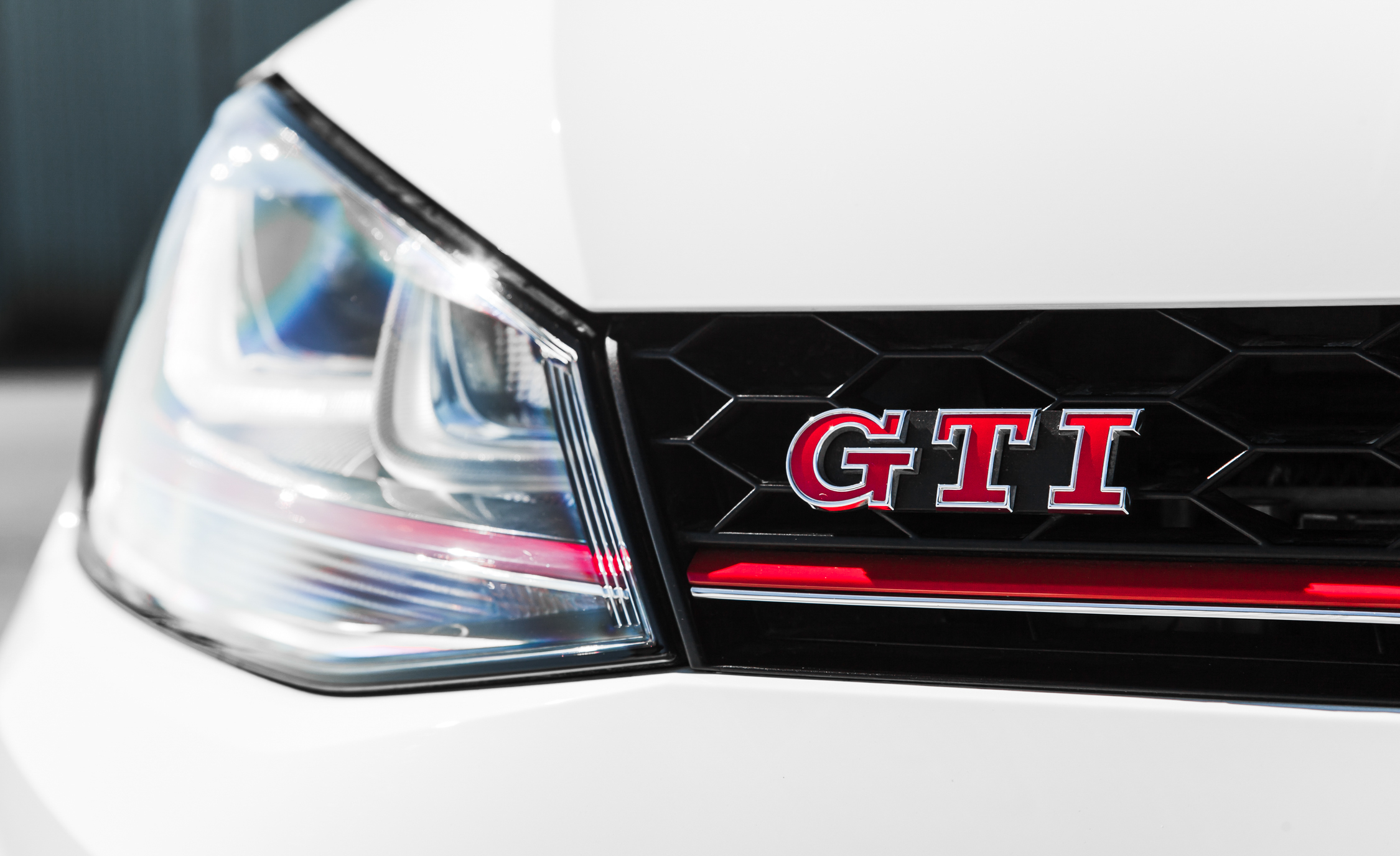 2015 Volkswagen GTI (Photo 15 of 55)