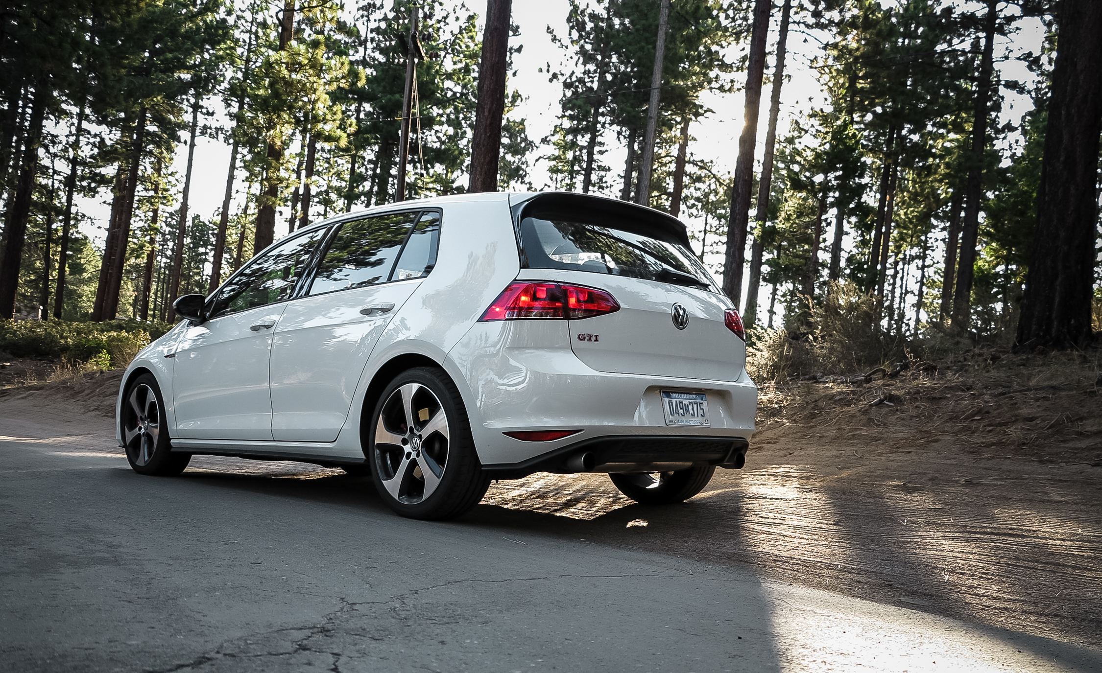 2015 Volkswagen GTI (Photo 19 of 55)