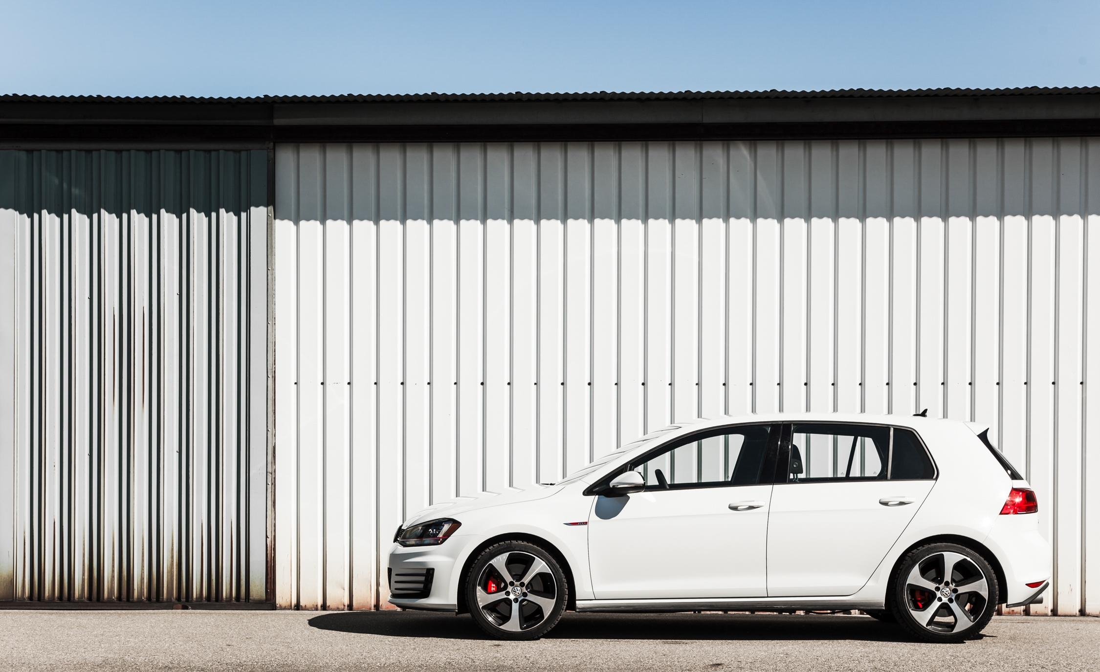 2015 Volkswagen GTI (Photo 20 of 55)