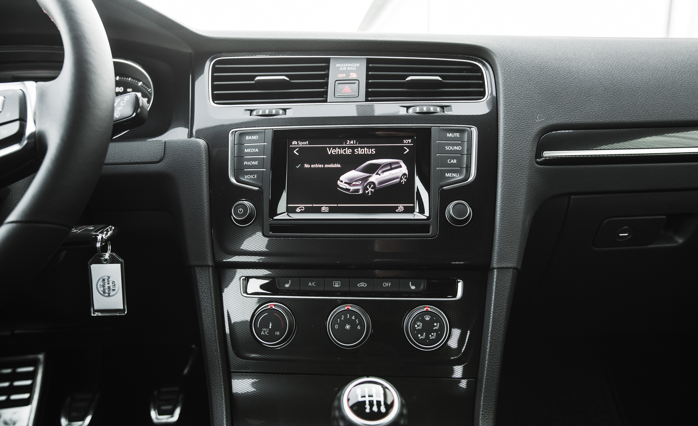 2015 Volkswagen GTI (Photo 23 of 55)