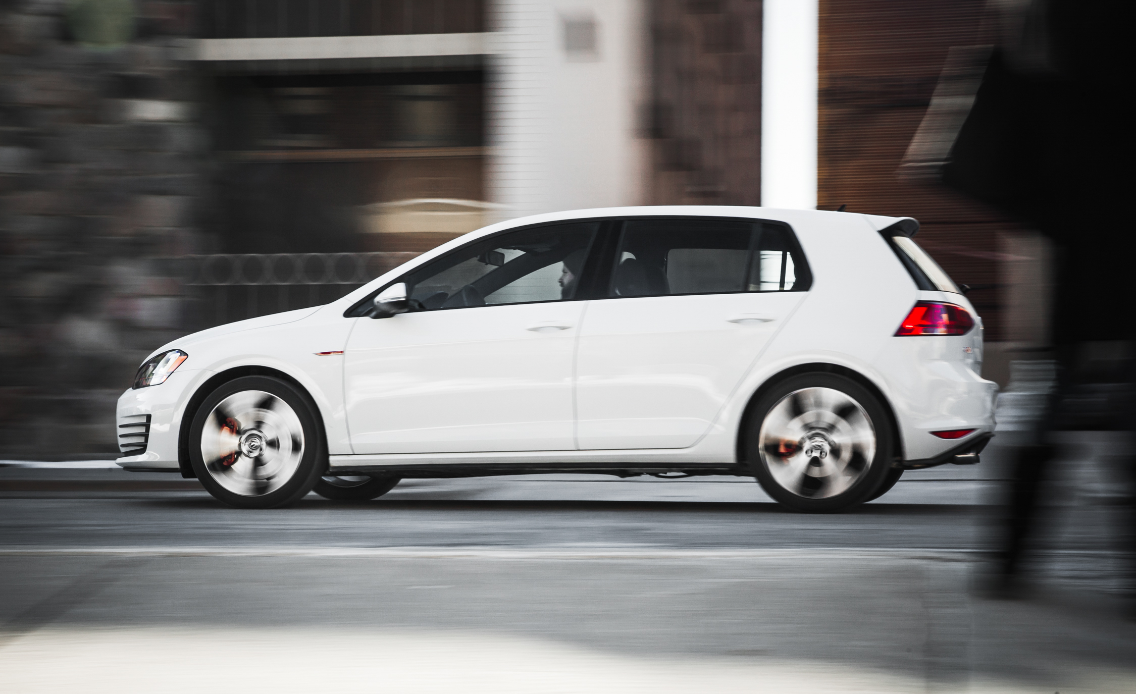 2015 Volkswagen GTI (Photo 6 of 55)