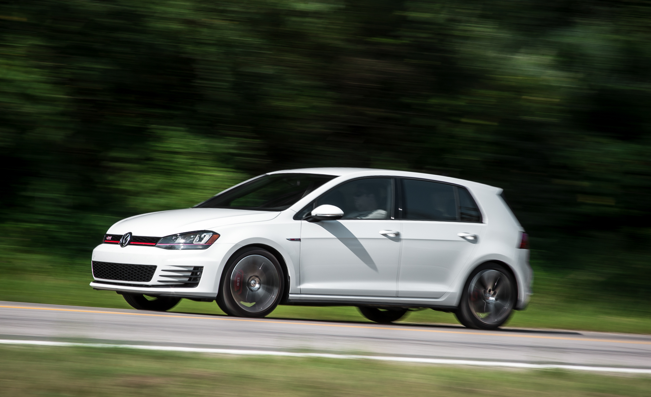 2015 Volkswagen GTI (Photo 8 of 55)