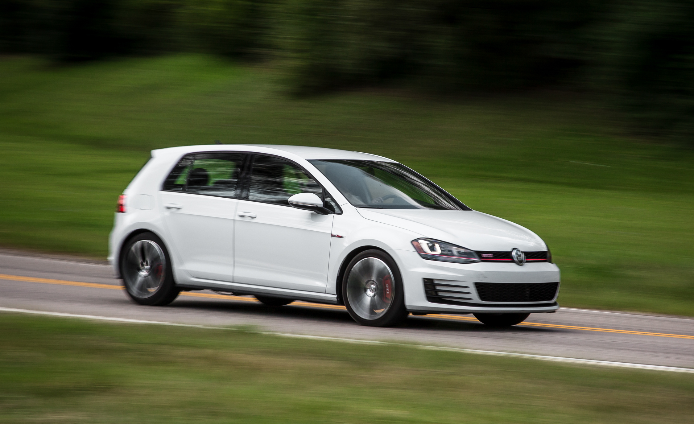 2015 Volkswagen GTI (Photo 9 of 55)