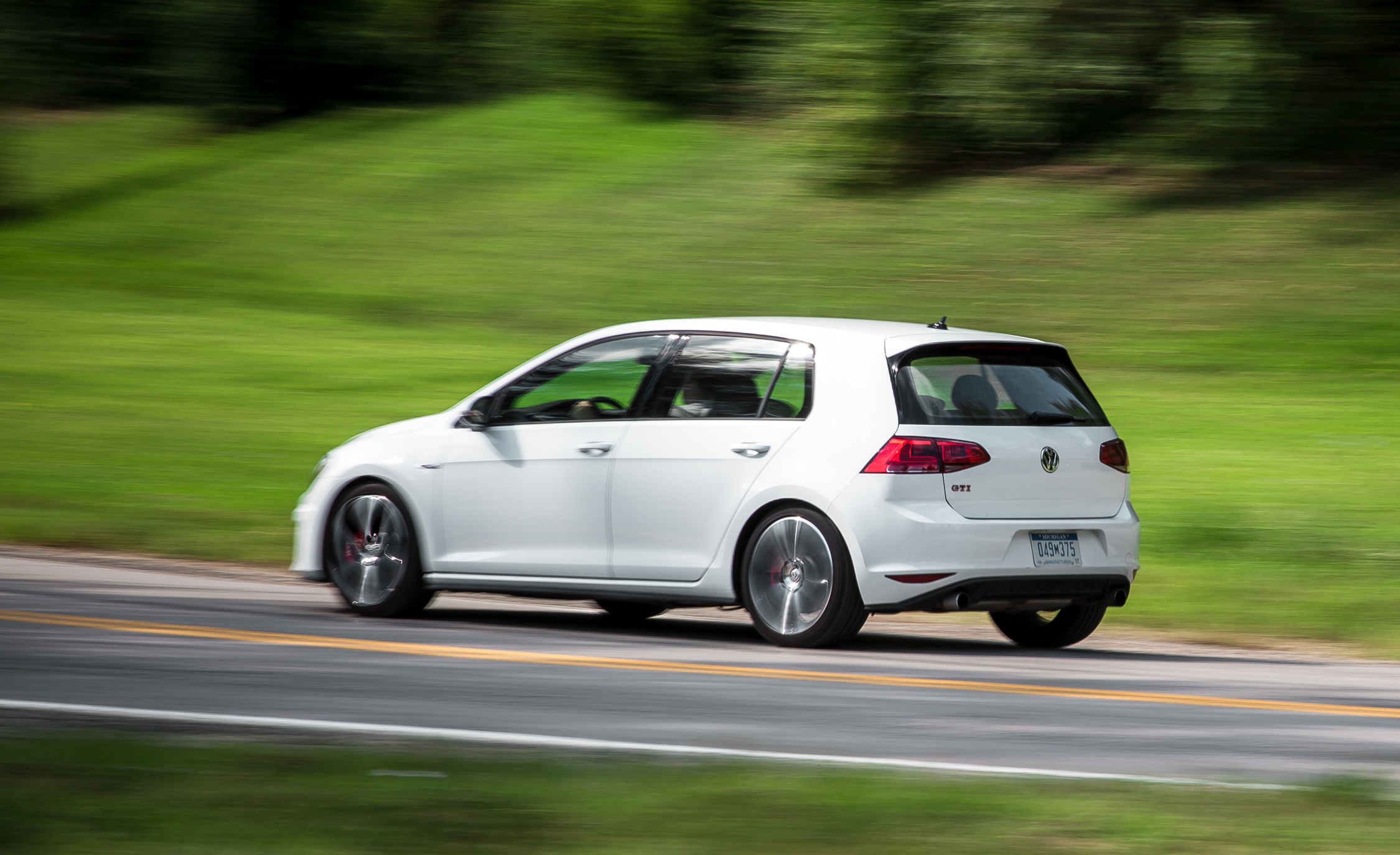 2015 Volkswagen GTI (Photo 10 of 55)