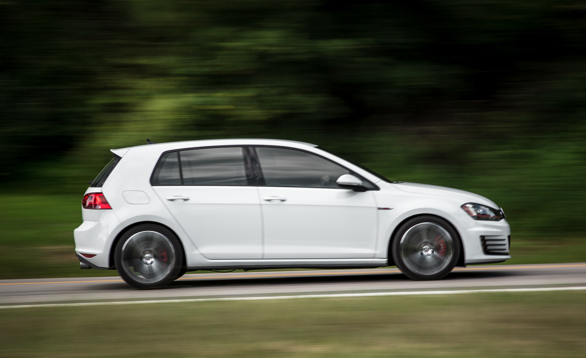 2015 Volkswagen GTI (Photo 11 of 55)