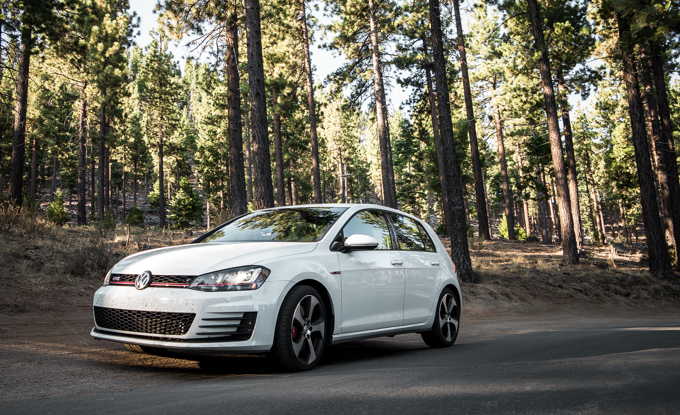 2015 Volkswagen GTI (Photo 12 of 55)
