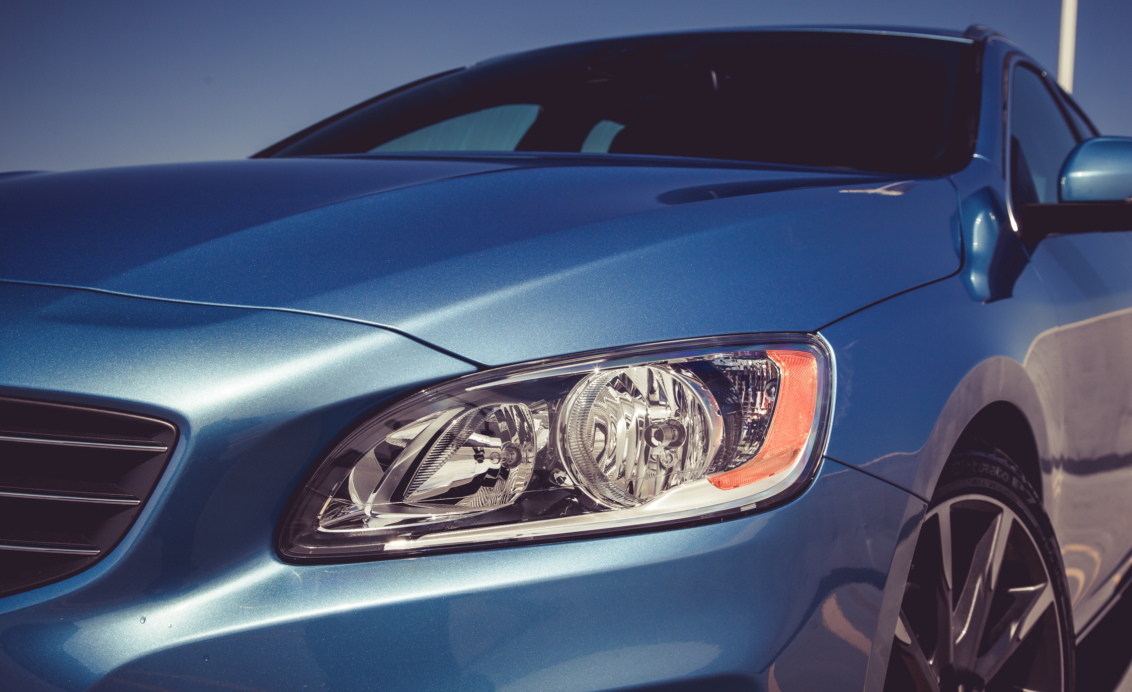 2015 Volvo V60 Headlight (Photo 13 of 38)