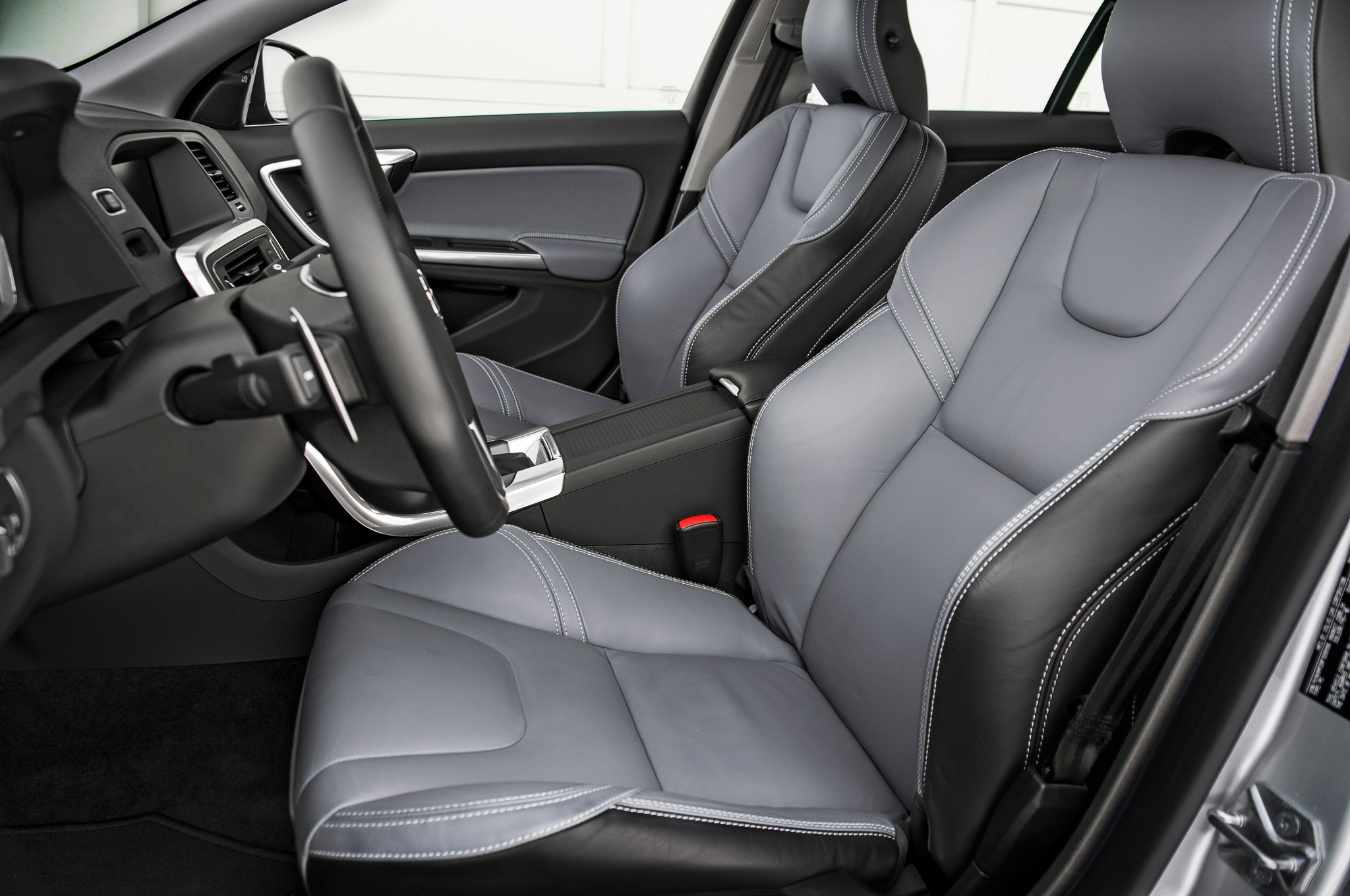 2015 Volvo V60 Front Seats Interior (Photo 33 of 38)