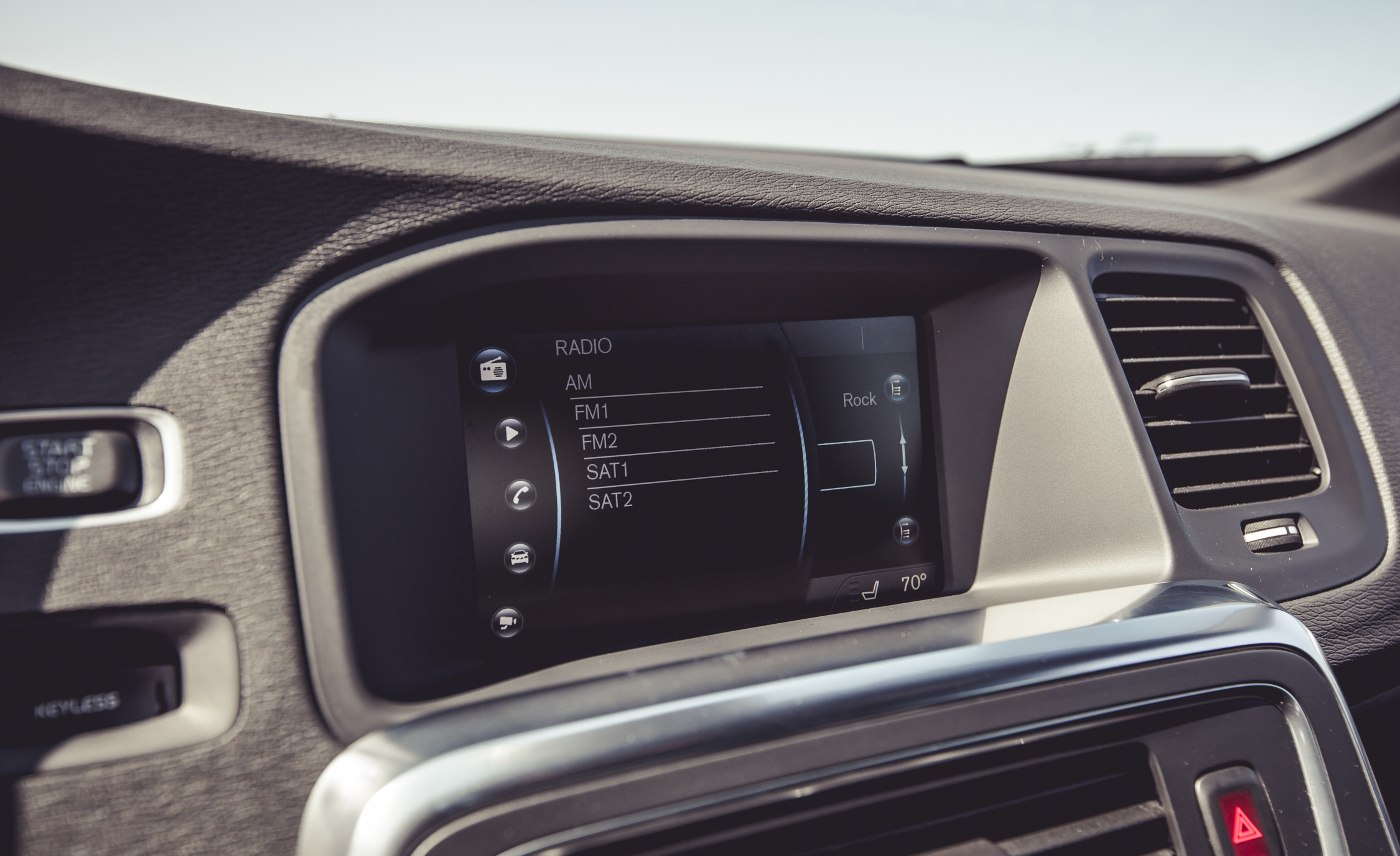 2015 Volvo V60 Infotainment Display (Photo 14 of 38)