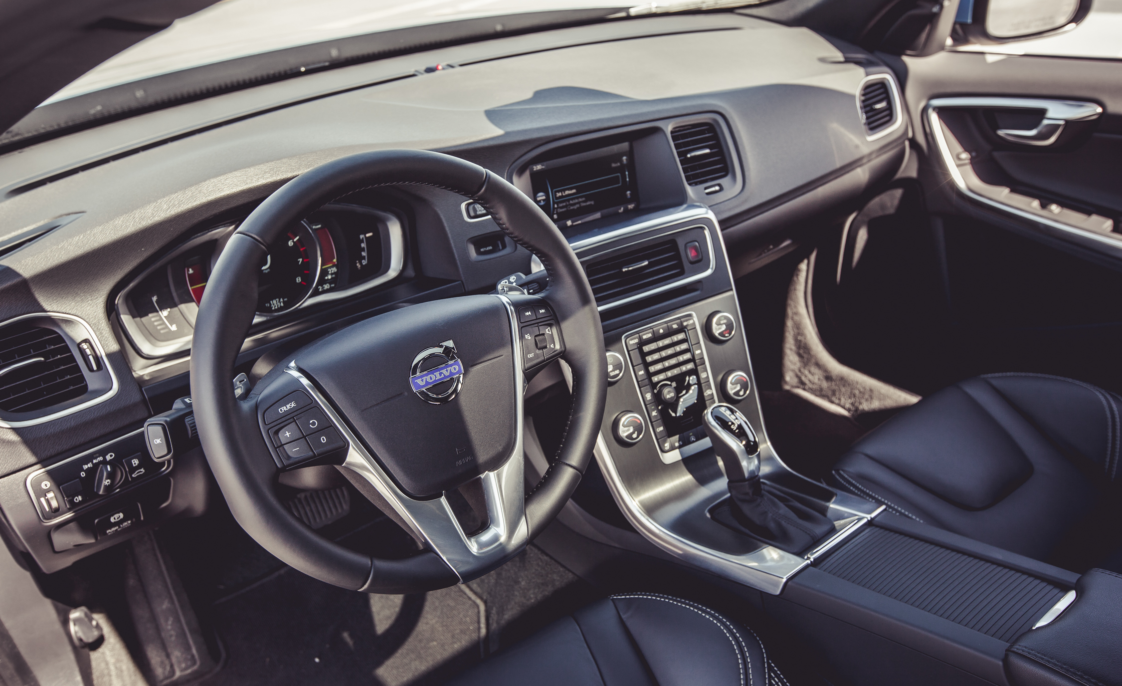 2015 Volvo V60 Interior (Photo 23 of 38)