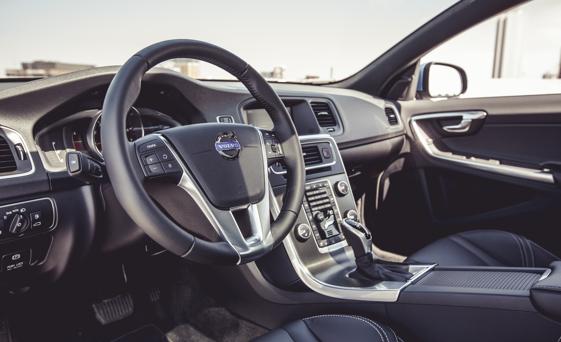 2015 Volvo V60 Interior (Photo 18 of 38)
