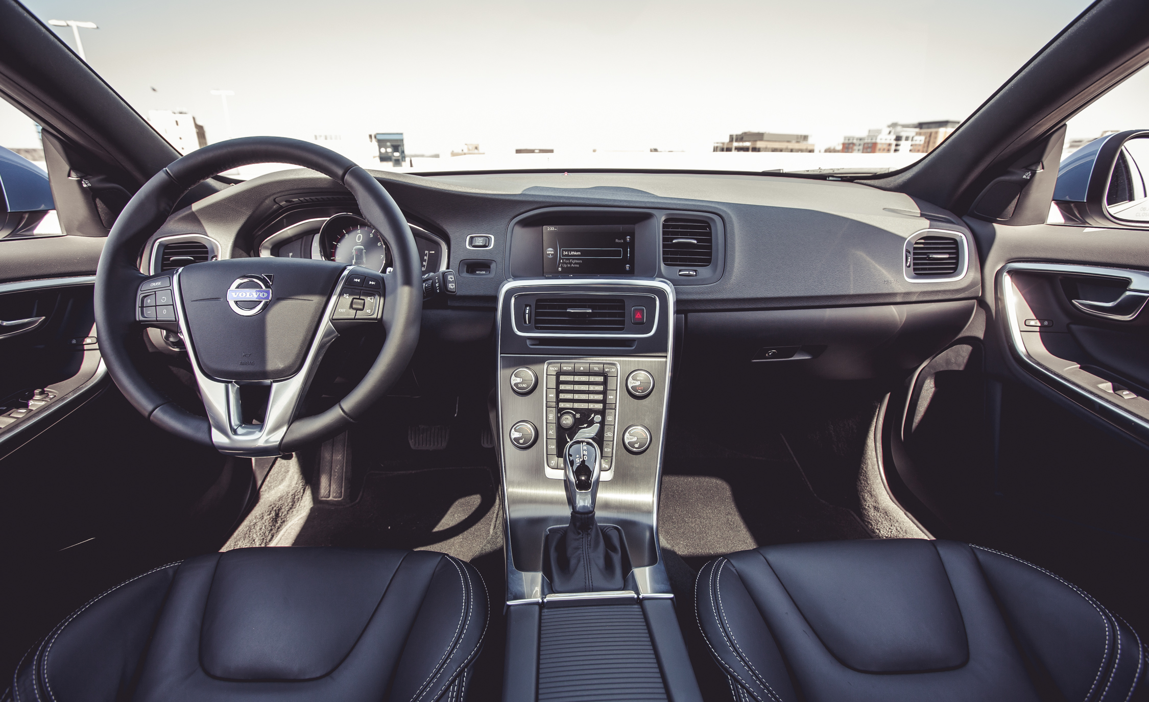 2015 Volvo V60 Interior (Photo 19 of 38)