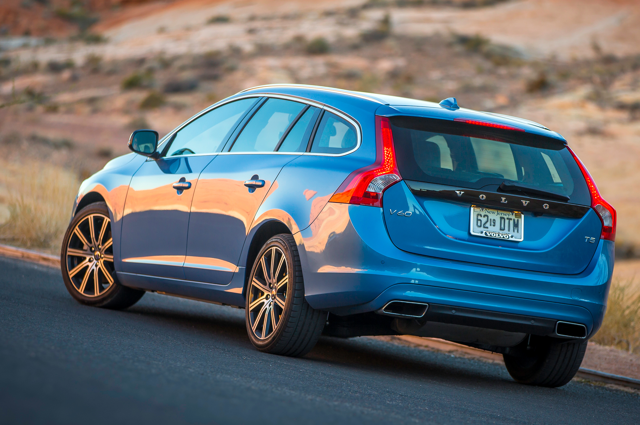 2015 Volvo V60 Rear Side Design Profile (Photo 37 of 38)