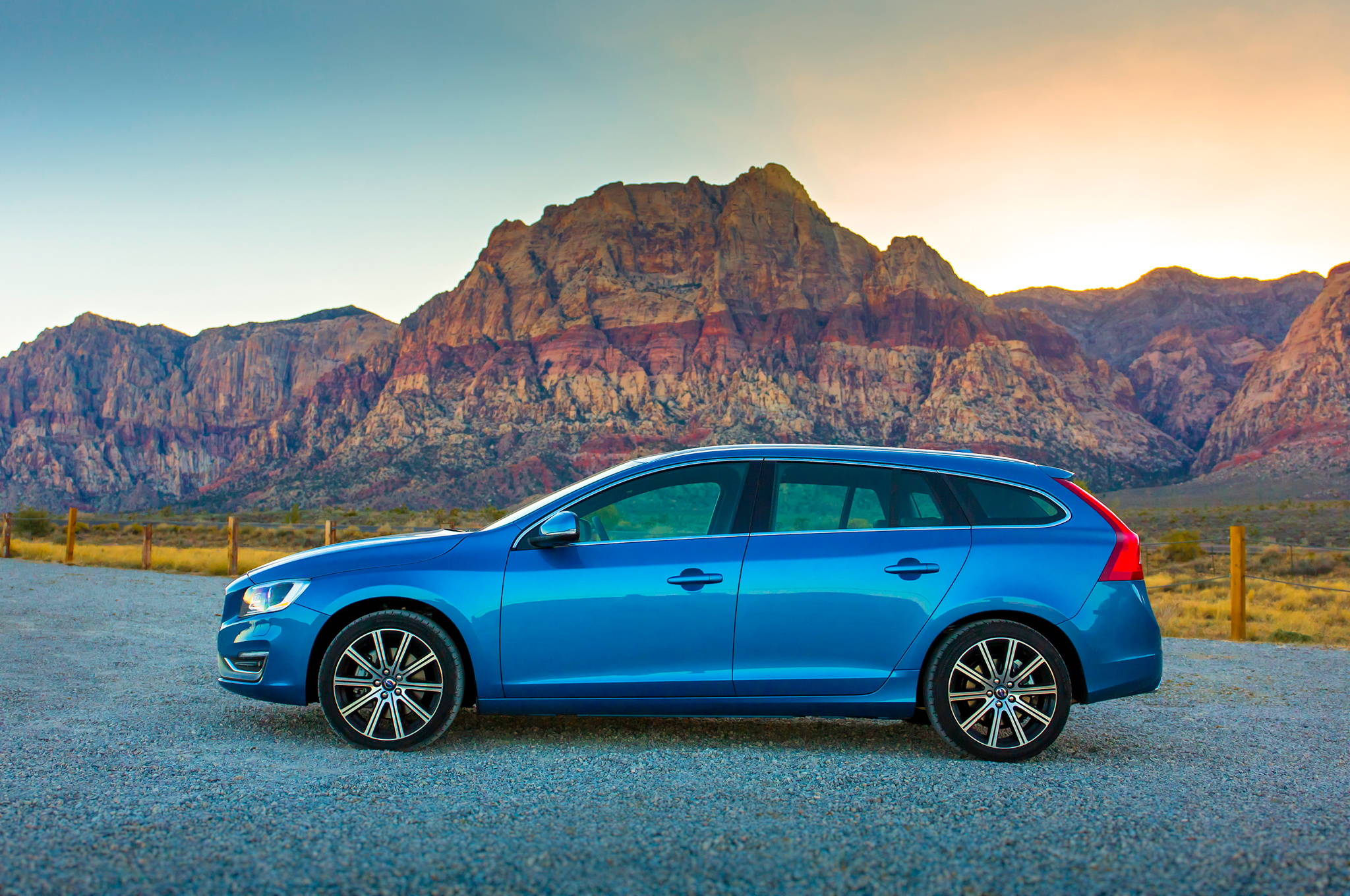 2015 Volvo V60 Side End Design (Photo 38 of 38)