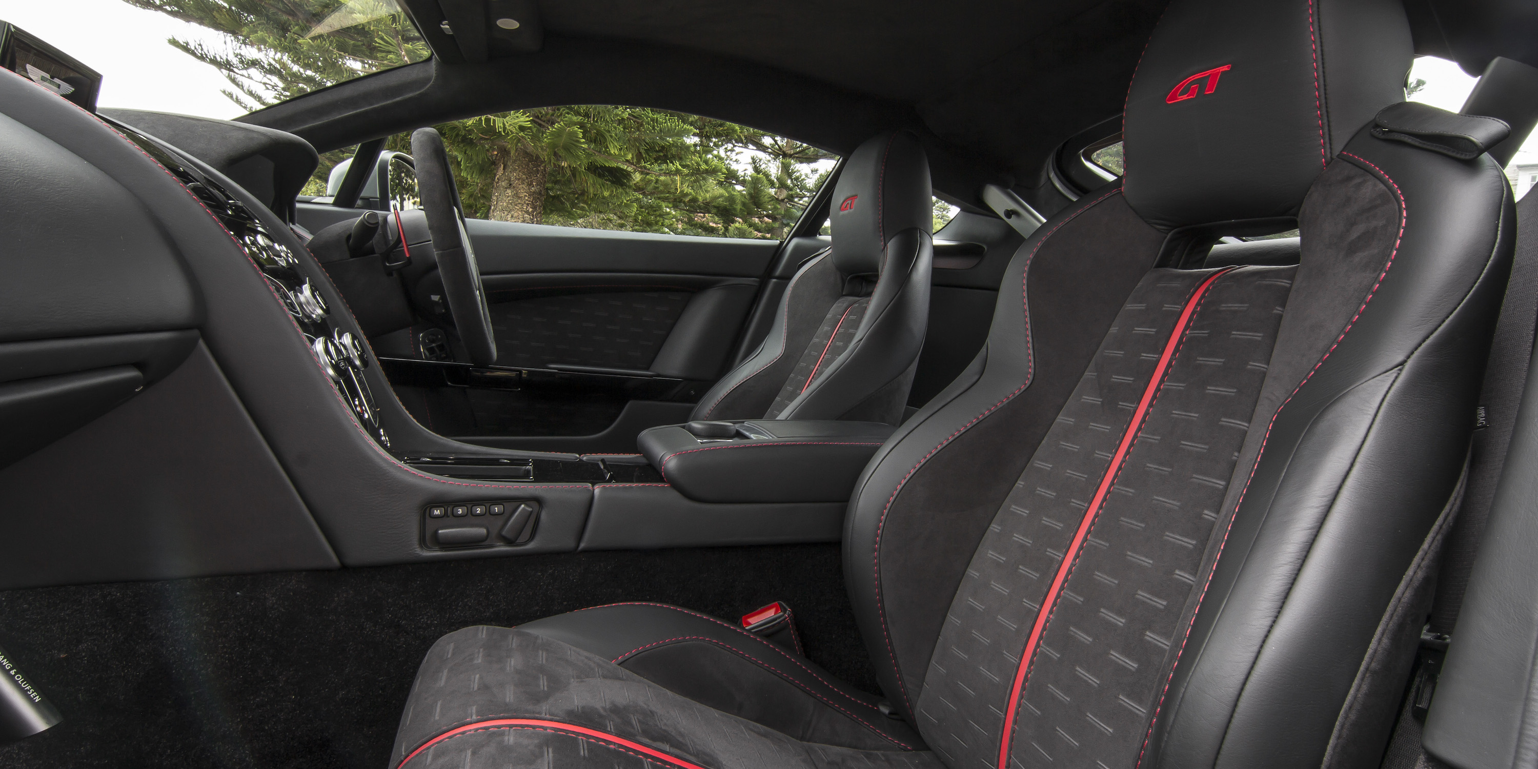 2016 Aston Martin Vantage Gt Front Seats Interior (Photo 7 of 25)