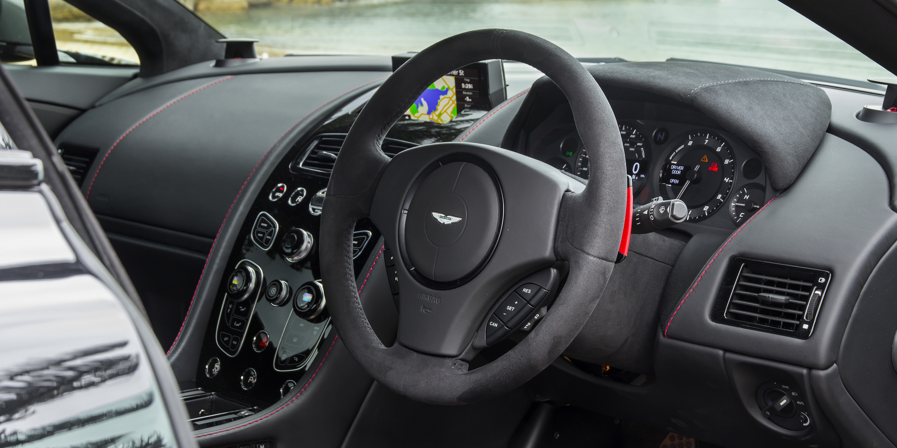 2016 Aston Martin Vantage Gt Steering (Photo 23 of 25)