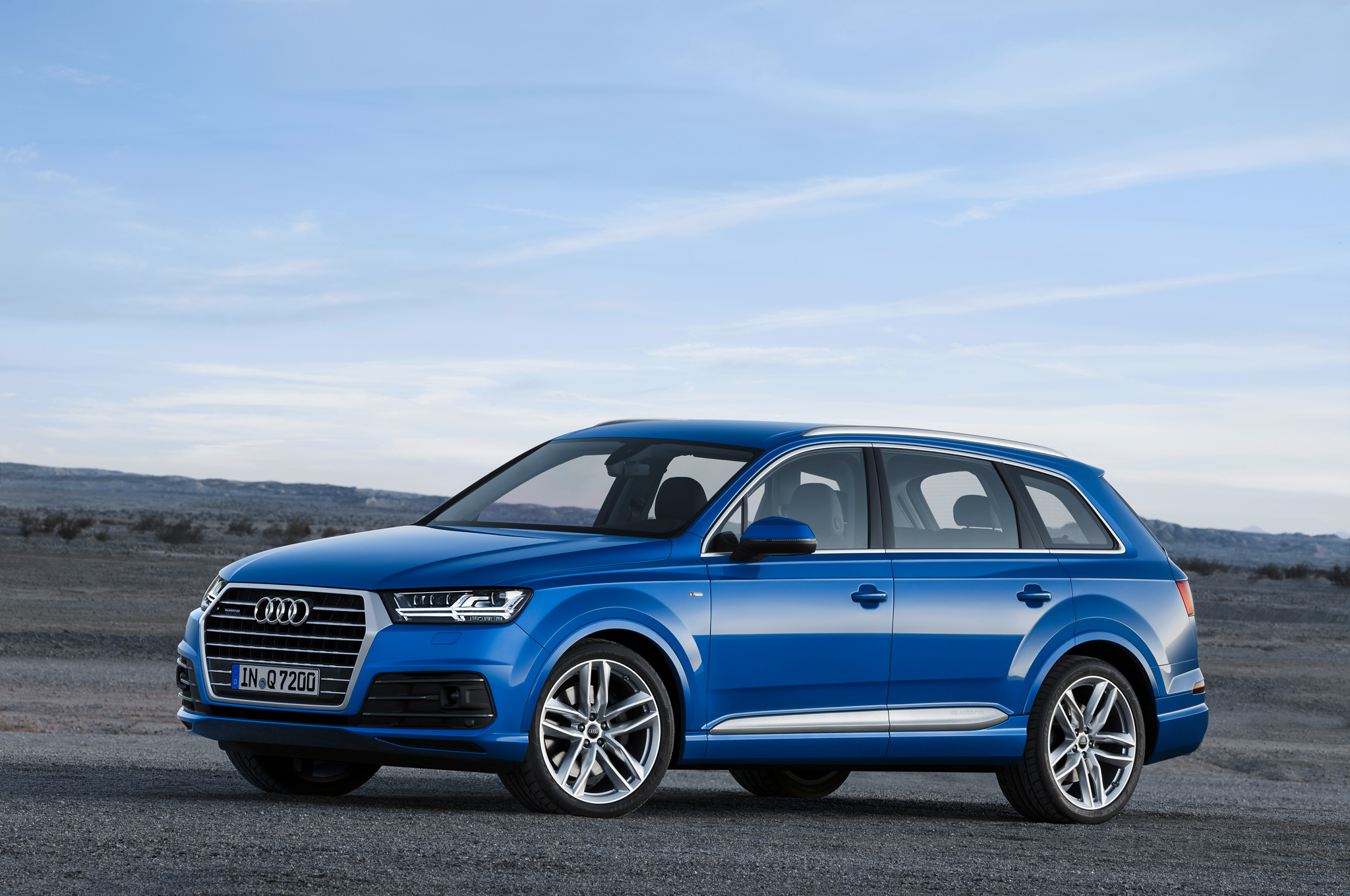 2016 Audi Q7 Front Side View (View 8 of 8)