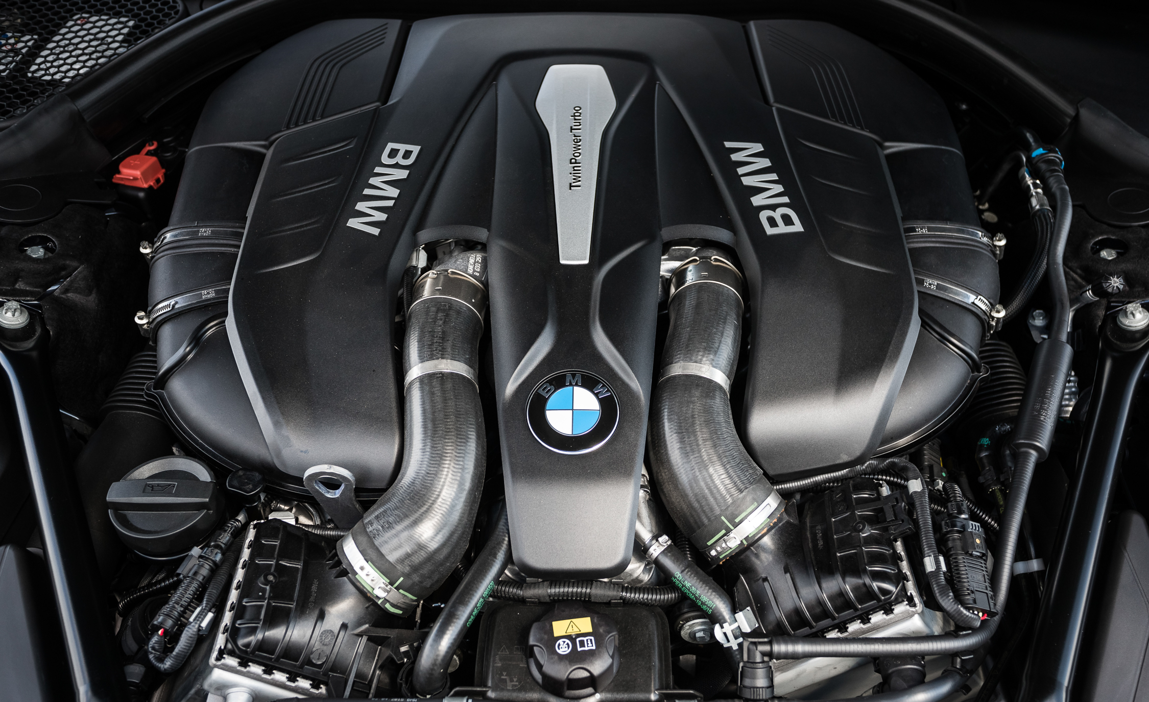 2016 BMW 750i XDrive Twin Turbocharged 4.4 Liter V 8 Engine (Photo 19 of 29)