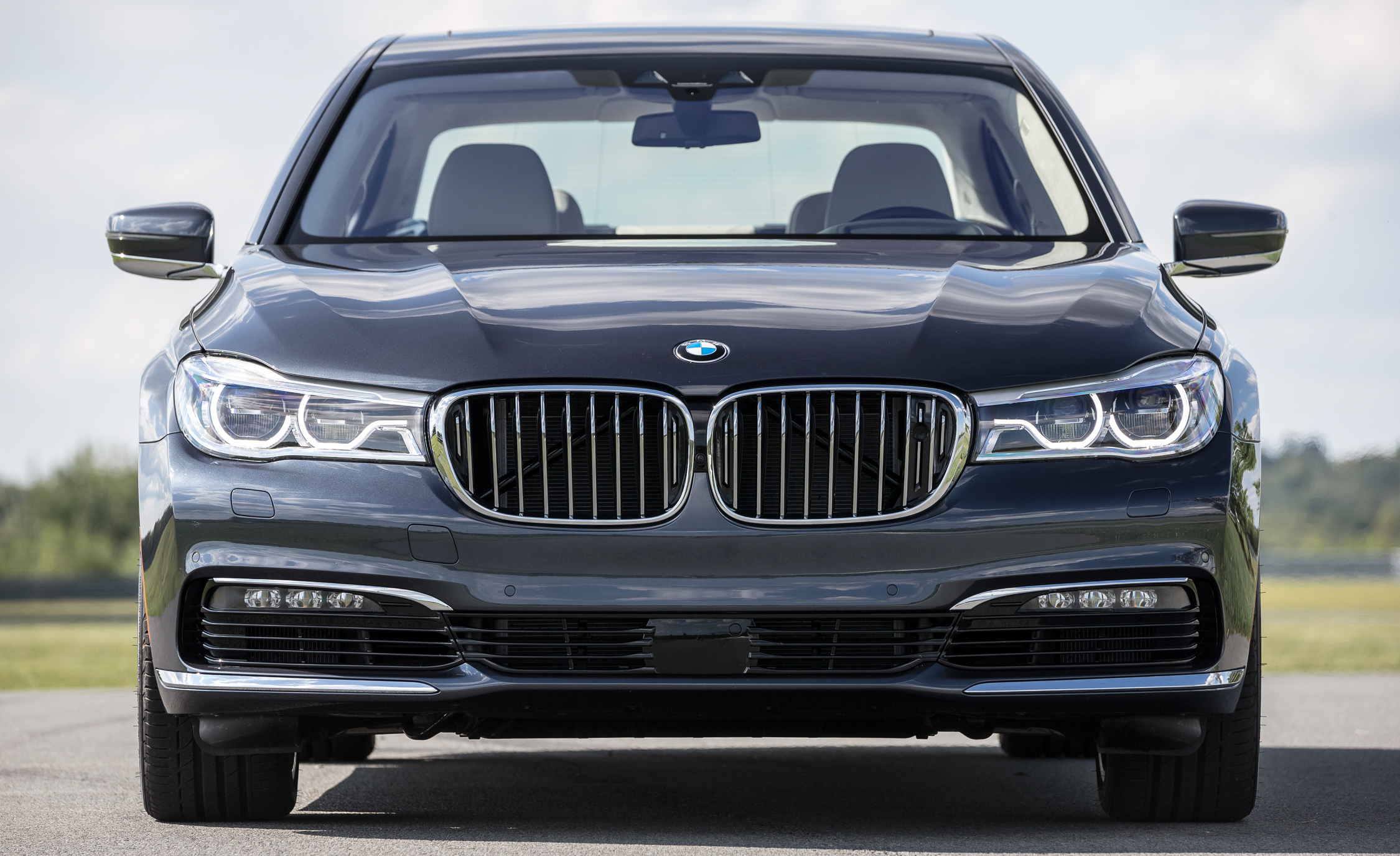 2016 BMW 750i XDrive (Photo 25 of 29)